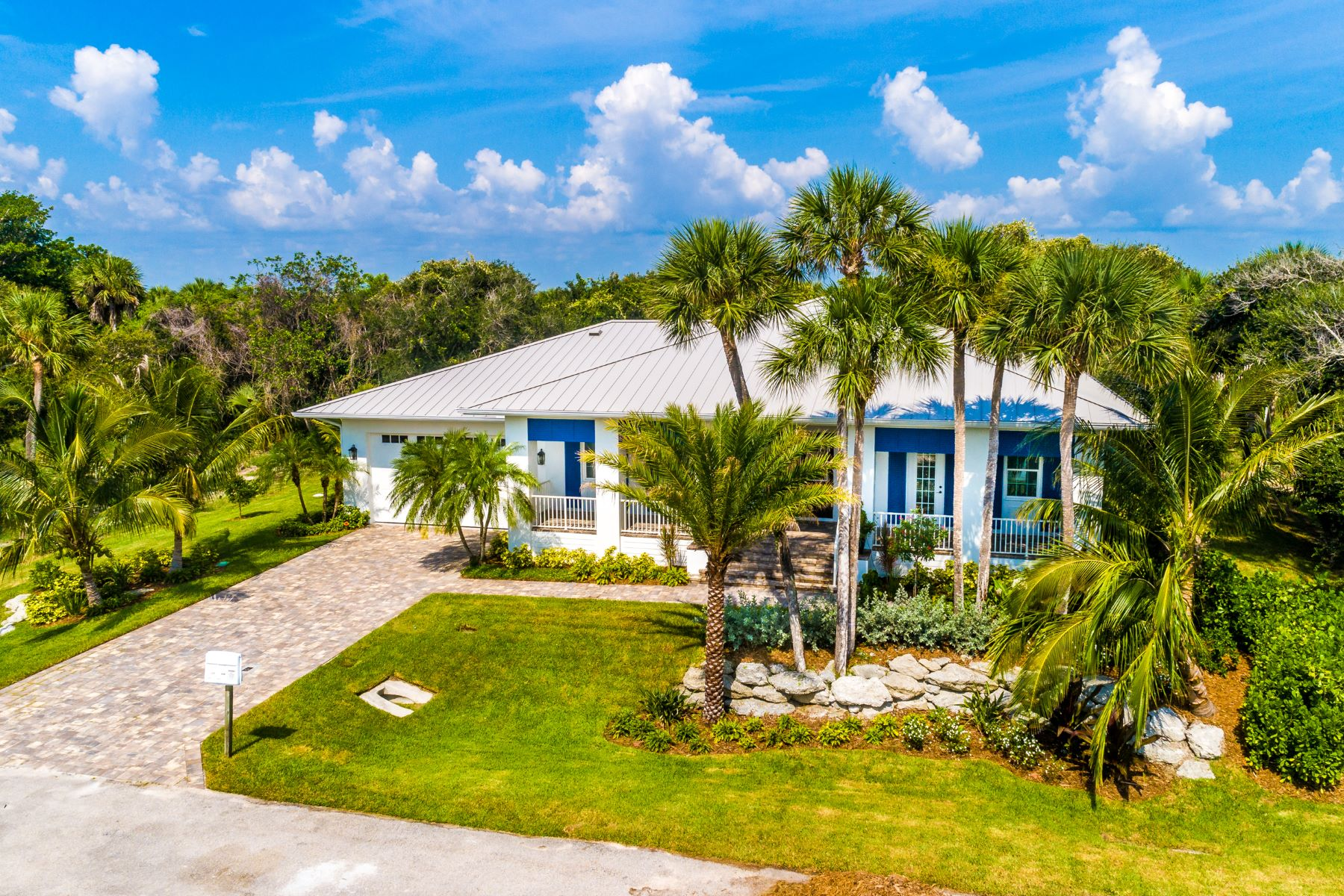 Single Family Homes для того Продажа на West Indies Style Home 11775 Brown Pelican Way Vero Beach, Флорида 32963 Соединенные Штаты