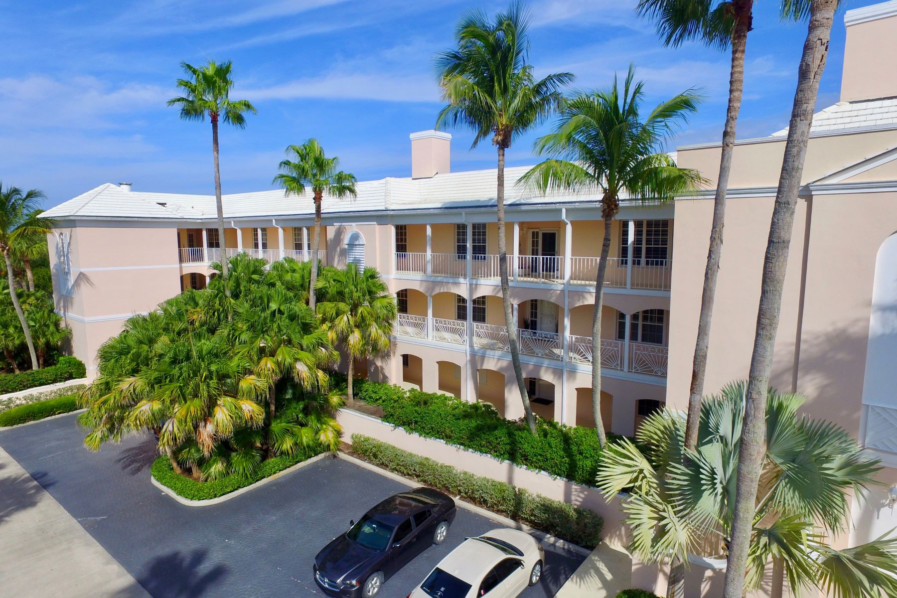 Property per Vendita alle ore First Floor End Unit With Spacious Home Feeling and Numerous Windows! 1250 W Southwinds Boulevard 110 Vero Beach, Florida 32963 Stati Uniti