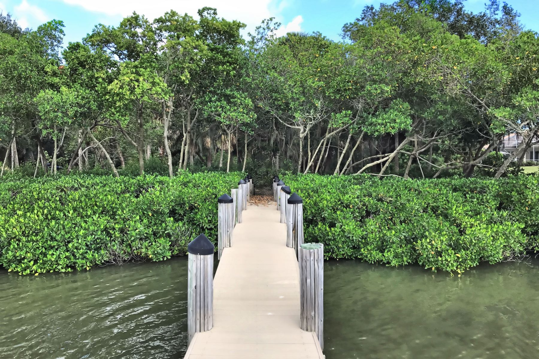 Additional photo for property listing at Direct Riverfront With Dock 2545 Riverview Court Vero Beach, Florida 32963 United States