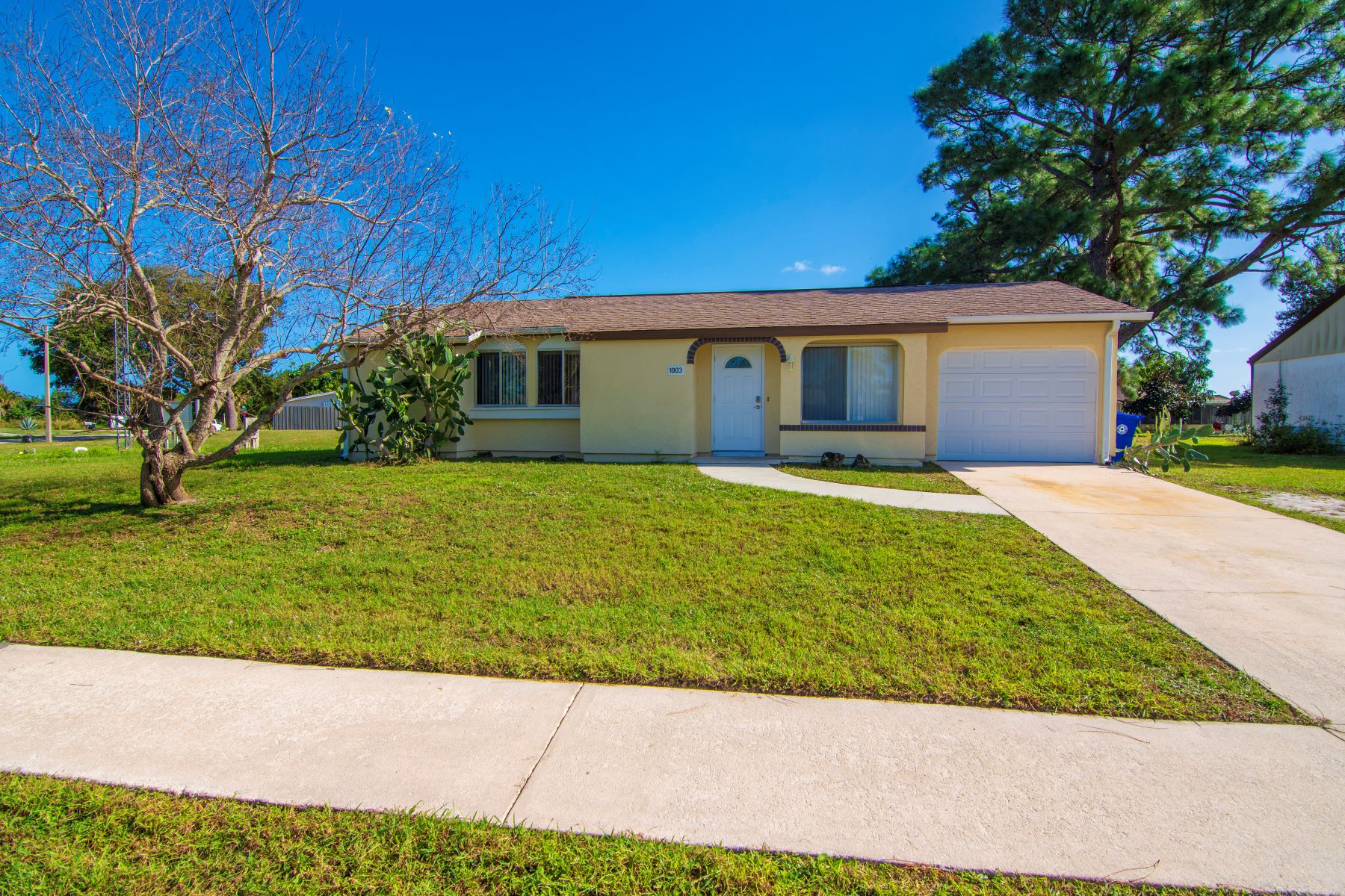 Single Family Homes for Sale at Neat as a Pin and Priced Right 1003 Schumann Drive Sebastian, Florida 32958 United States
