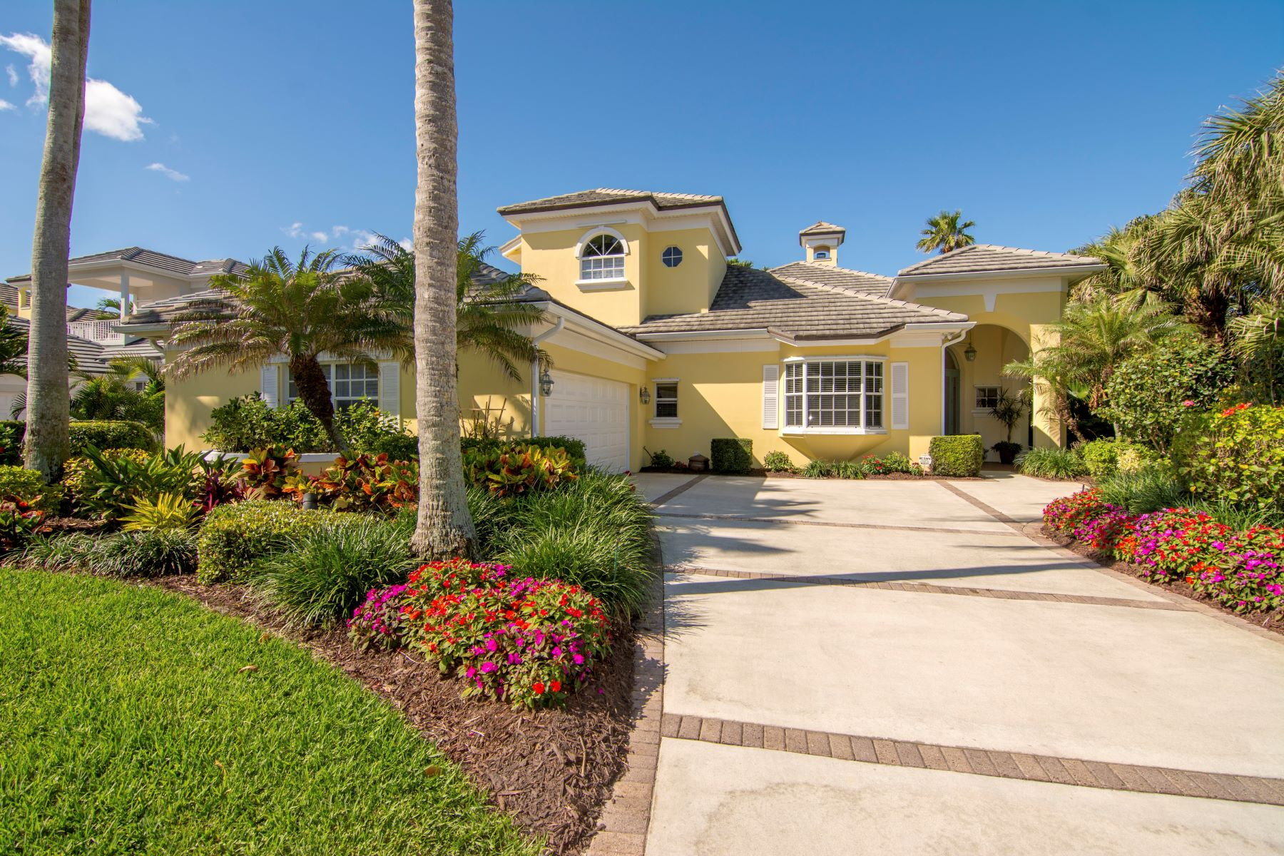 Additional photo for property listing at Beautifully Appointed Pool Home 100 Mariner Beach Lane Vero Beach, Florida 32963 Stati Uniti