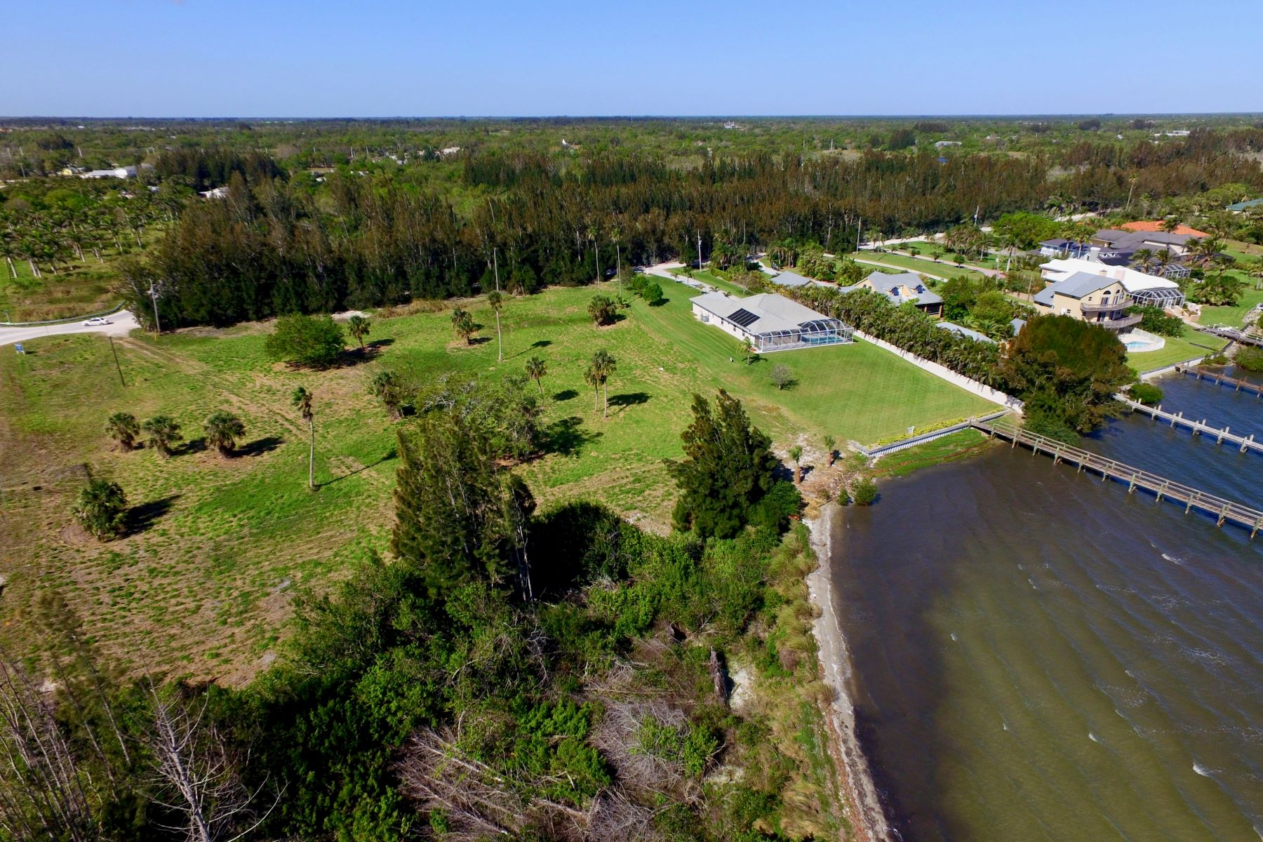 Other Residential Homes 為 出售 在 Rarely Available Intracoastal Front Property! 8790 44th Avenue Sebastian, 佛羅里達州 32958 美國