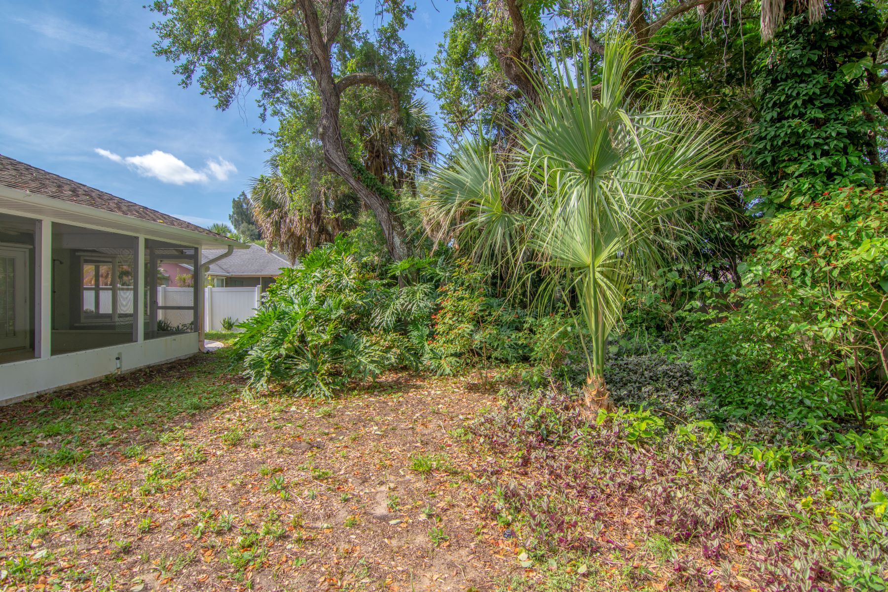 Additional photo for property listing at Three Bedroom Home on a Canopied Lot 9335 Seagrape Drive NULL Vero Beach, Florida 32963 Verenigde Staten