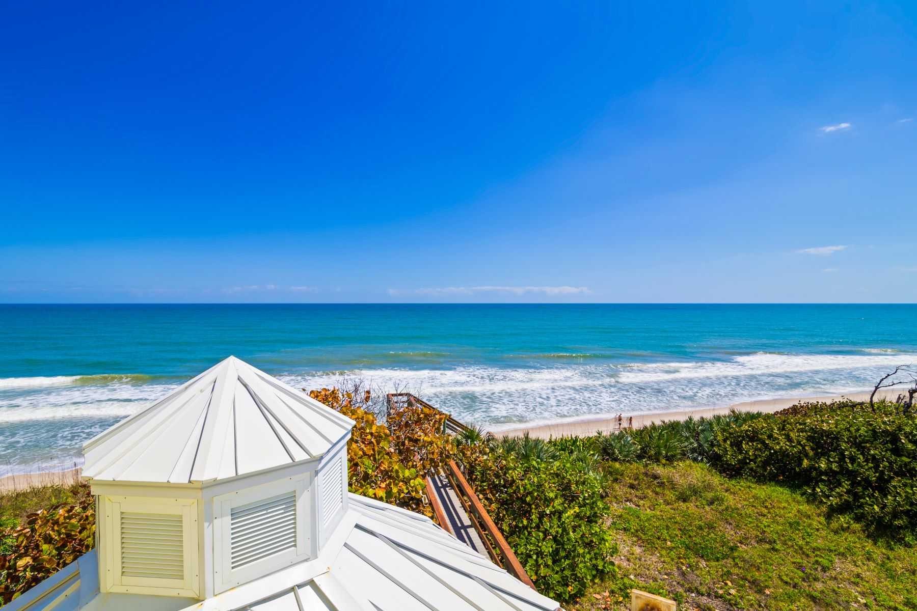 Additional photo for property listing at Spectacular Oceanfront Home Bordering Nature Preserve. 4515 S Highway A1A Melbourne Beach, Florida 32951 Estados Unidos