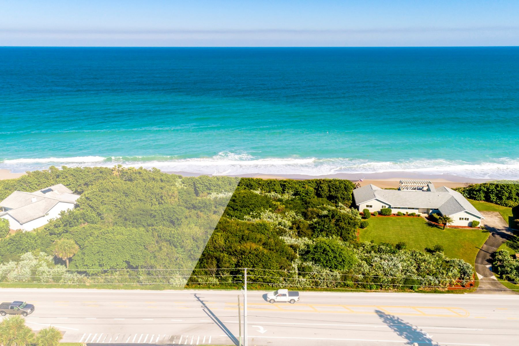 Property 용 매매 에 Incredible Oceanfront Property Featuring 250' of Direct Ocean Frontage 3785 S Highway A1A Melbourne Beach, 플로리다 32951 미국