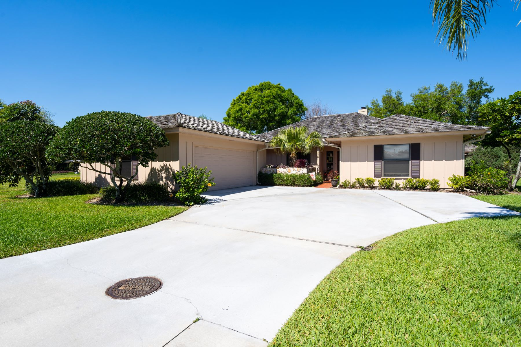 Single Family Homes のために 売買 アット Spacious Golf Villa 131 Prestwick Circle Vero Beach, フロリダ 32967 アメリカ