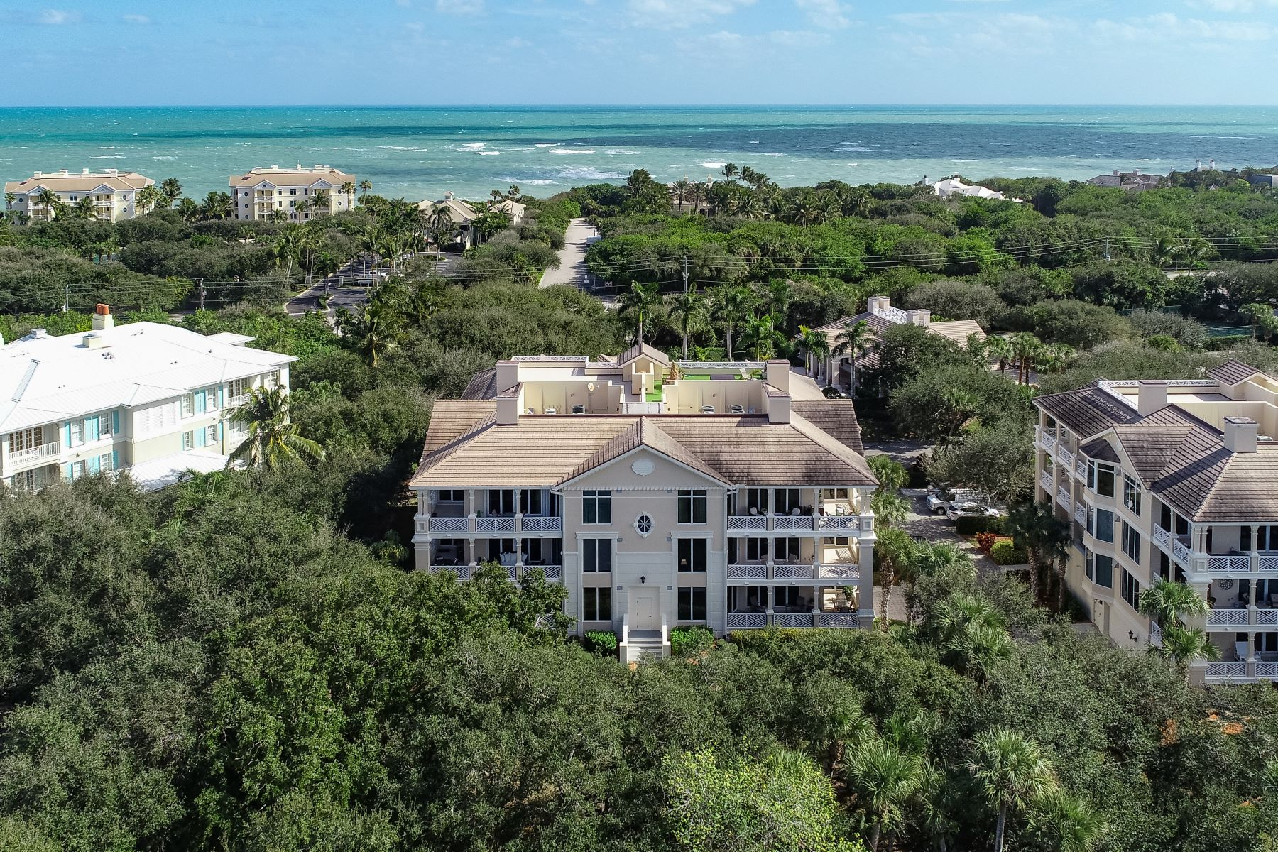 Property per Vendita alle ore Beautifully Appointed Condo with Gas Fireplace 801 N Swim Club Drive 3A Indian River Shores, Florida 32963 Stati Uniti