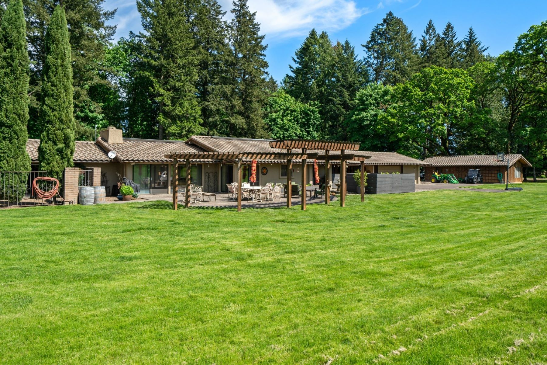Other Residential Homes for Active at 1700 SE DUNDEE LANDING RD Dundee, OR 97115 1700 Dundee Landing Dundee, Oregon 97115 United States