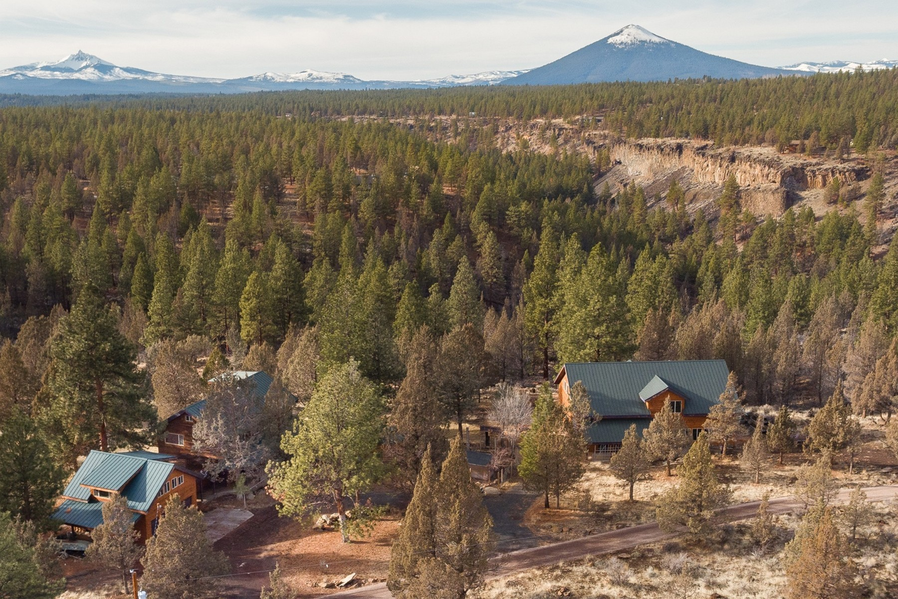 Single Family Homes for Active at Home and Shop on Acreage in Sisters 69705 Lake Dr Sisters, Oregon 97759 United States