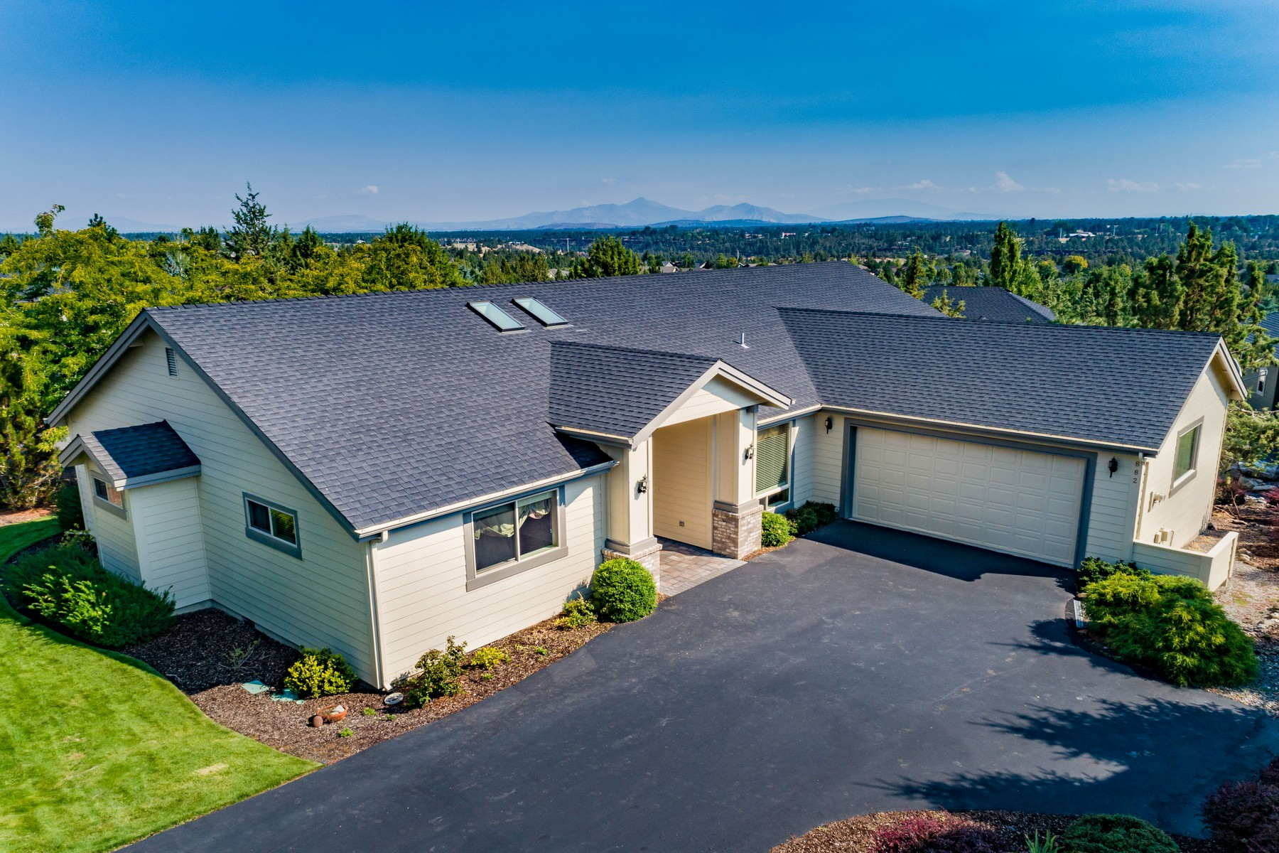 Other Residential Homes for Active at 882 Sacred Falls Drive Redmond, OR 97756 882 Sacred Falls Drive Redmond, Oregon 97756 United States
