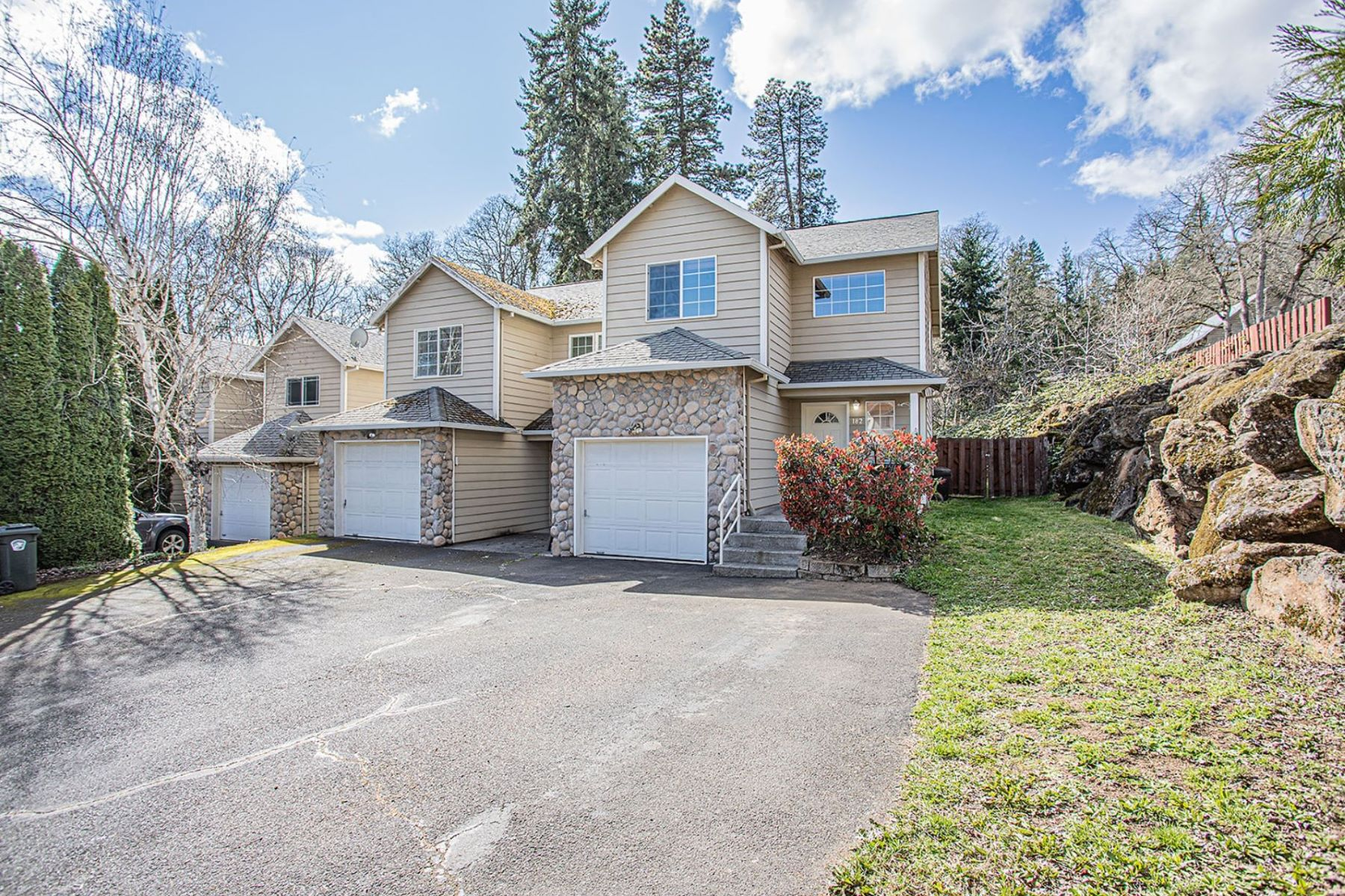 Single Family Homes 為 出售 在 182 RIVERWATCH DR White Salmon, WA 98672 White Salmon, 華盛頓州 98672 美國