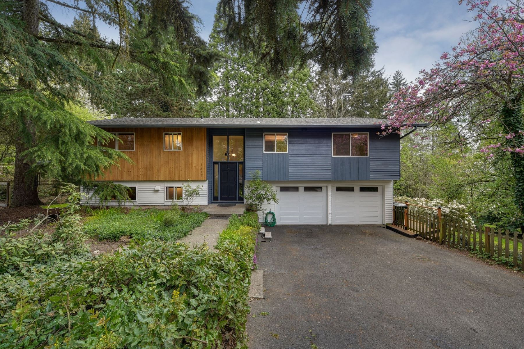 Other Residential Homes for Active at 1617 MARYLHURST DR West Linn, OR 97068 1617 Marylhurst Dr West Linn, Oregon 97068 United States