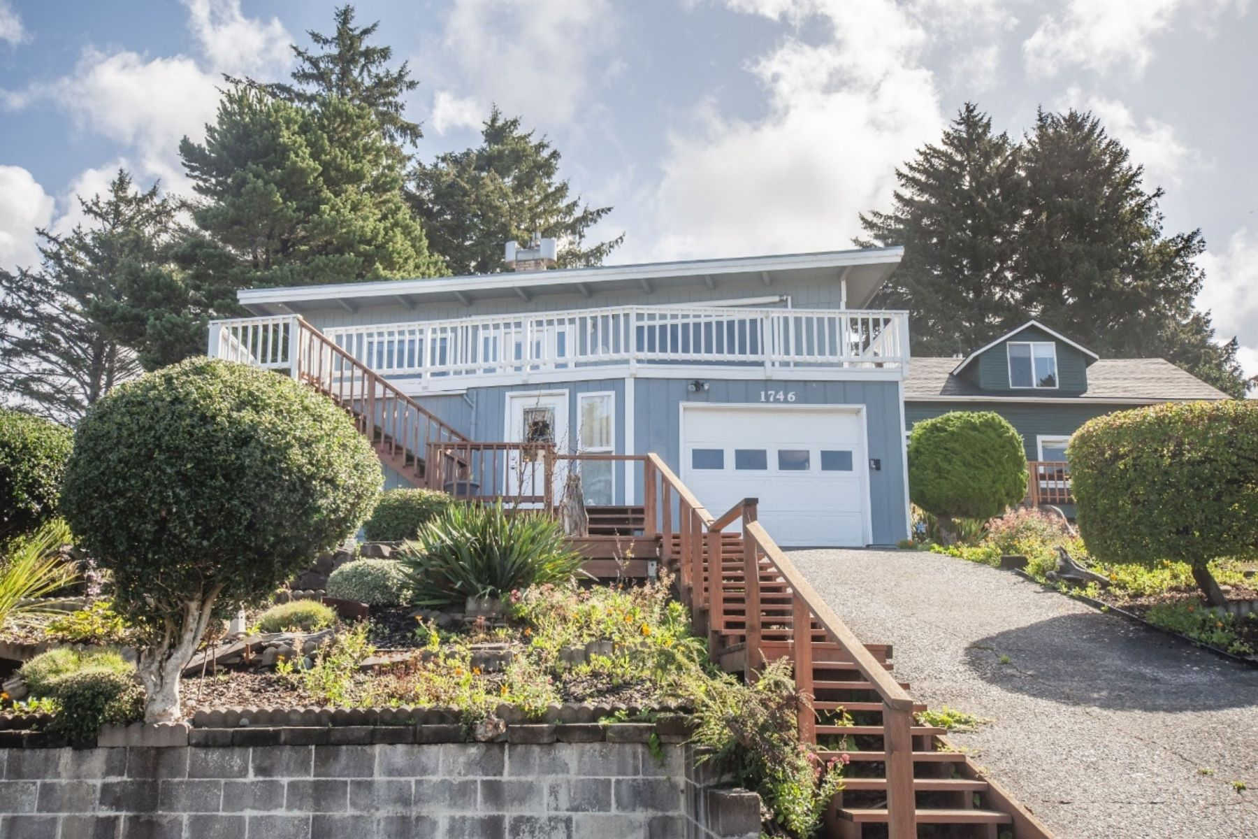 Single Family Homes for Active at 1746 NE Lee Pl Lincoln City, OR 97367 1746 NE Lee Pl Lincoln City, Oregon 97367 United States