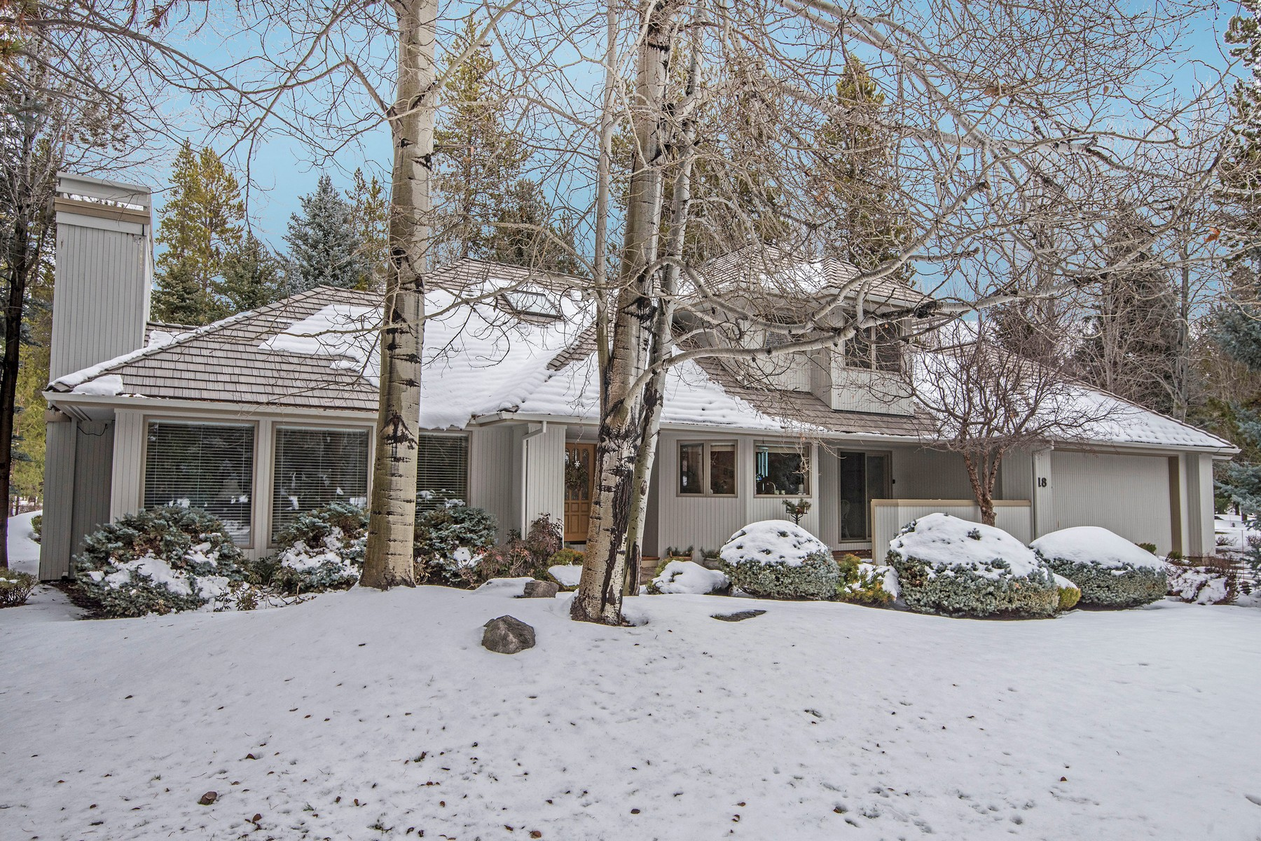 Other Residential Homes για την Πώληση στο 17990 North Course Lane Unit 18 Sunriver, OR 97707 Sunriver, Ορεγκον 97707 Ηνωμένες Πολιτείες