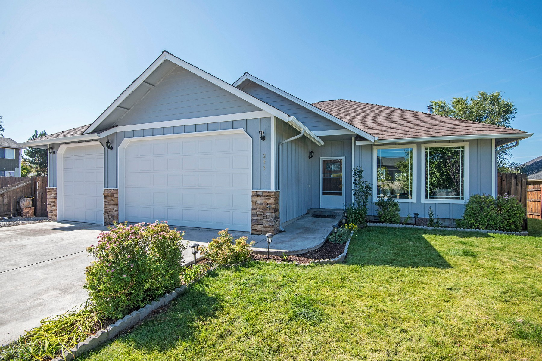 Single Family Homes for Active at 293 Ridgeview Drive Culver. OR 293 Ridgeview Dr Culver, Oregon 97734 United States