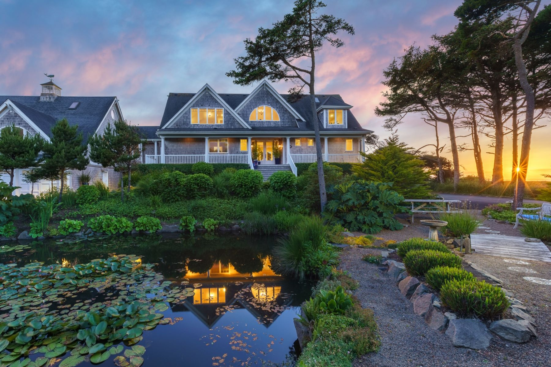 Single Family Homes for Active at Private Oceanfront Estate 5555 Kimball Ct Yachats, Oregon 97498 United States
