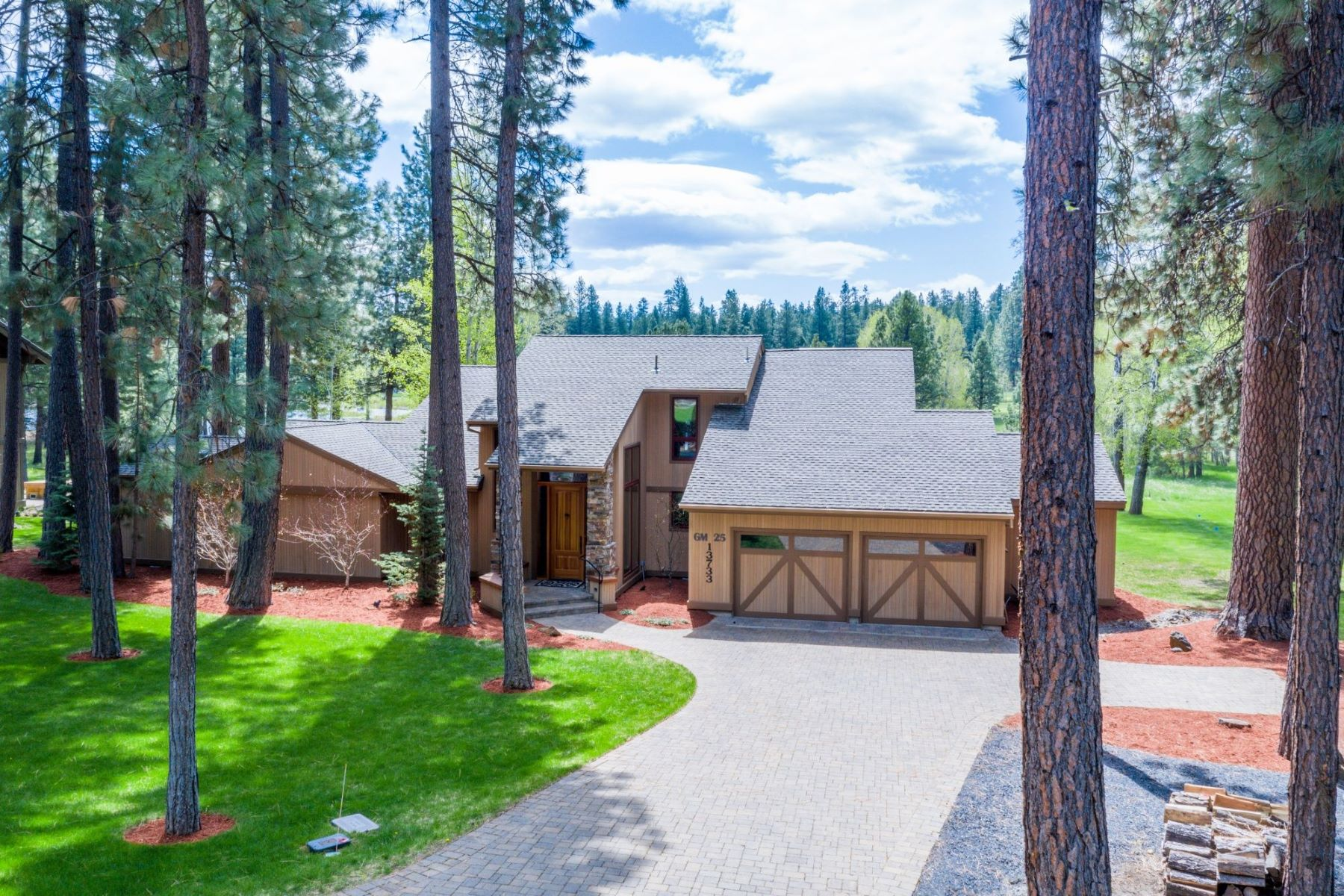 Other Residential Homes for Active at 13733 Monks Hood #GM25 Black Butte Ranch, OR 97759 13733 Monks Hood #GM25 Black Butte Ranch, Oregon 97759 United States