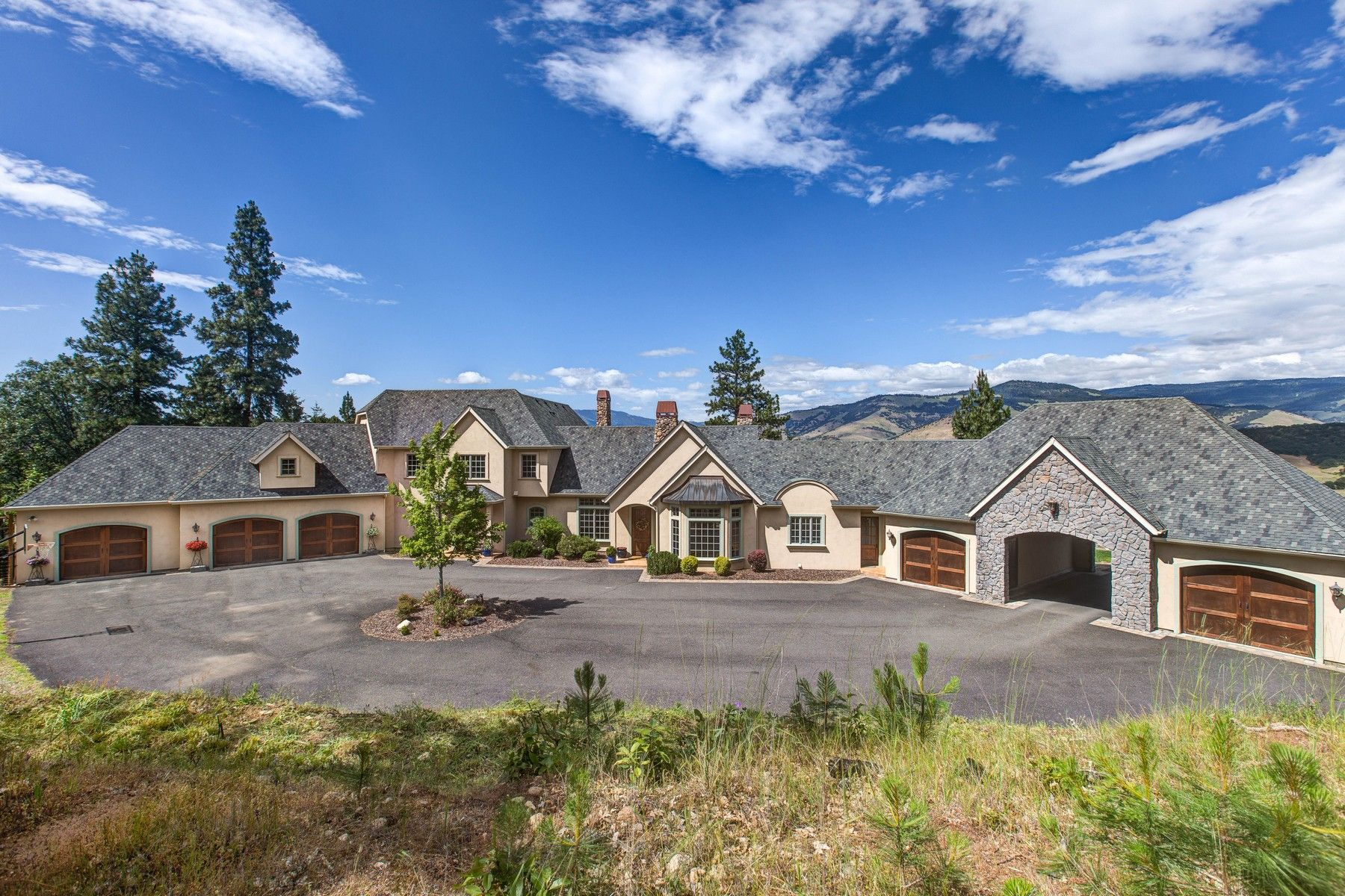 Other Residential Homes for Active at 133 Meadow Oaks Drive Ashland, OR 97520 133 Meadow Oaks Drive Ashland, Oregon 97520 United States