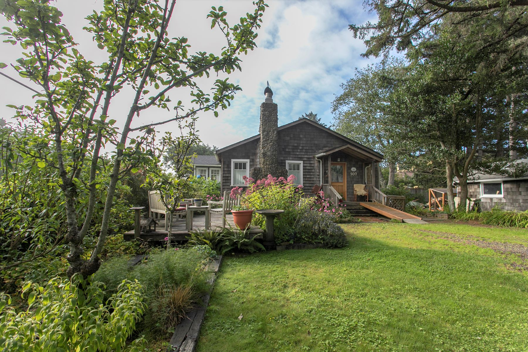 Single Family Homes for Active at West Presidential Street Cottage 107 W Washington St Cannon Beach, Oregon 97110 United States