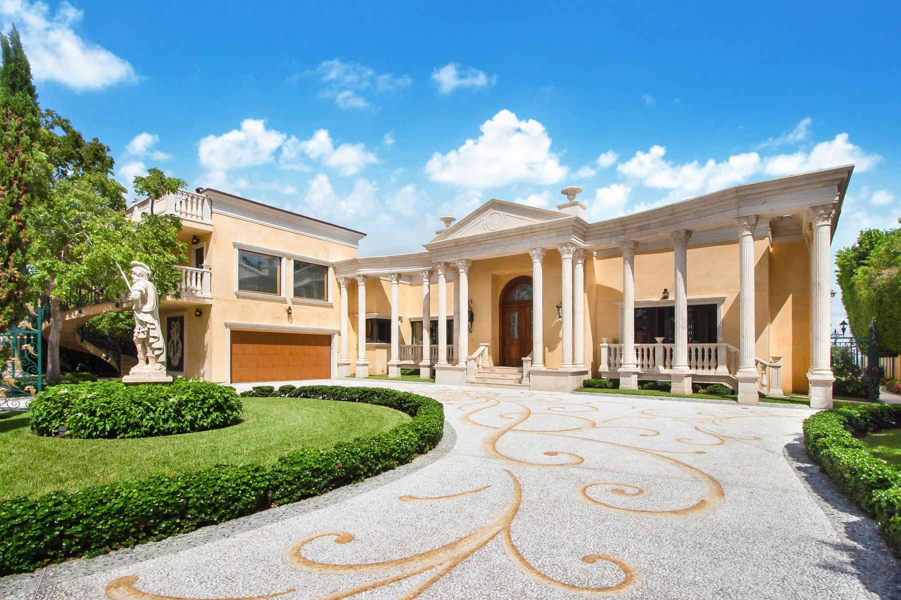 Single Family Homes for Active at 921 N Venetian Dr Miami, Florida 33139 United States