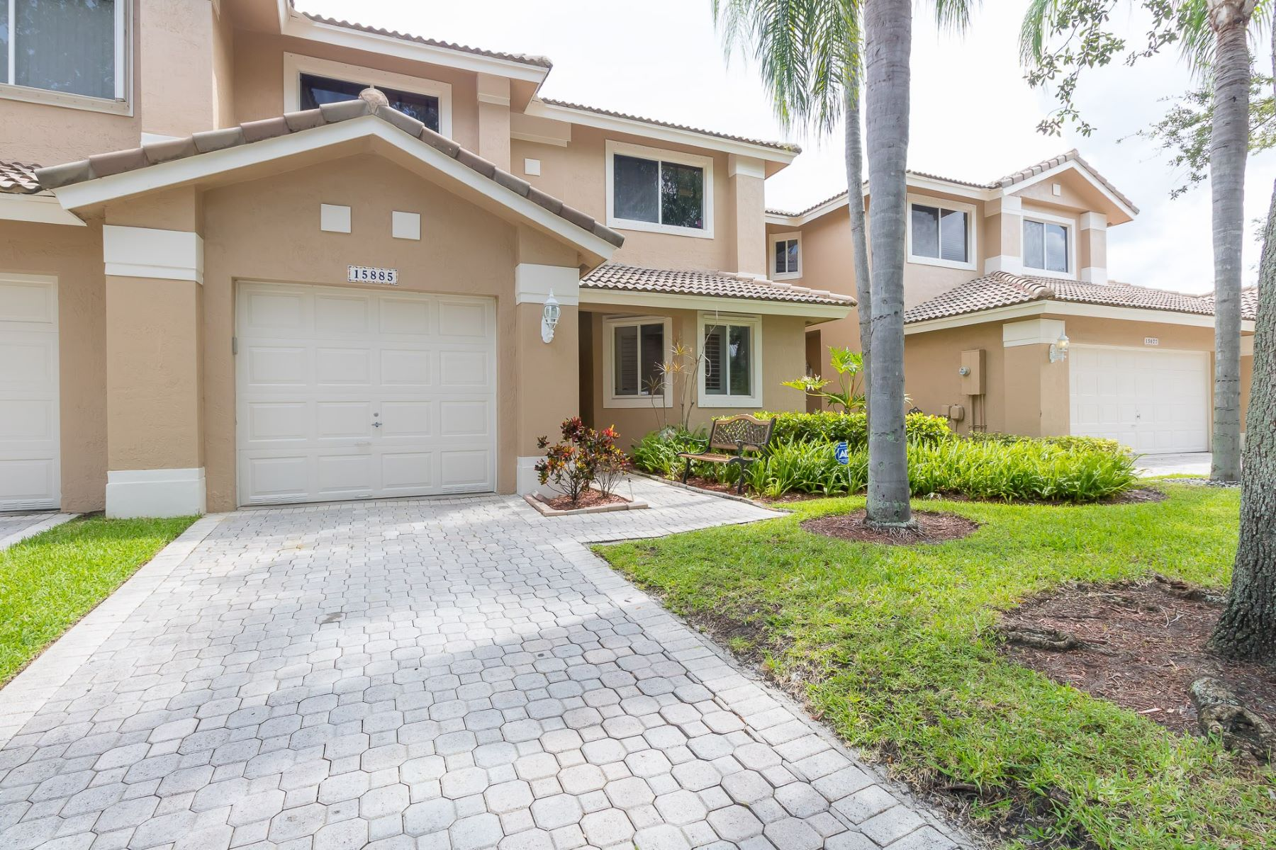 townhouses for Active at 15885 Sw 11th St #3-32 Pembroke Pines, Florida 33027 United States