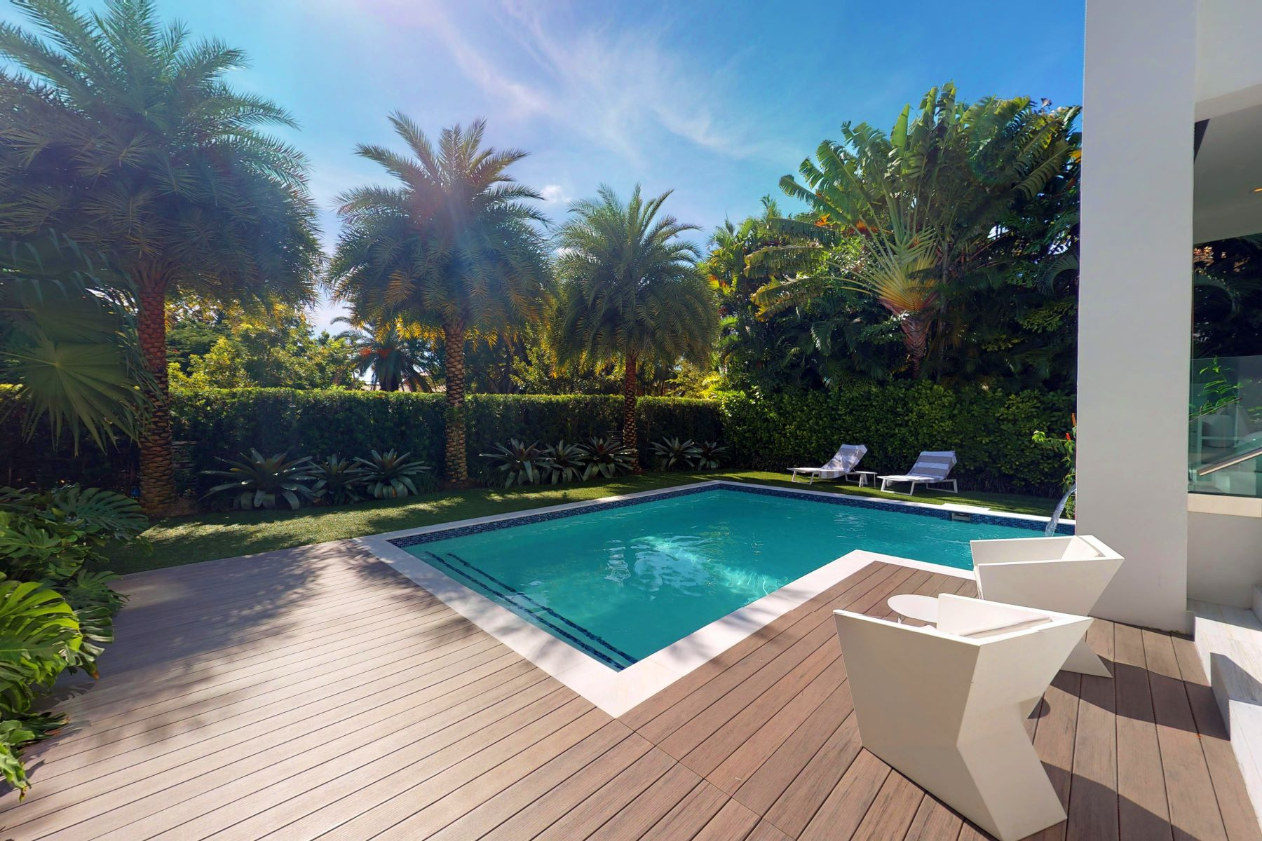 Single Family Homes for Active at 741 Harbor Dr Key Biscayne, Florida 33149 United States