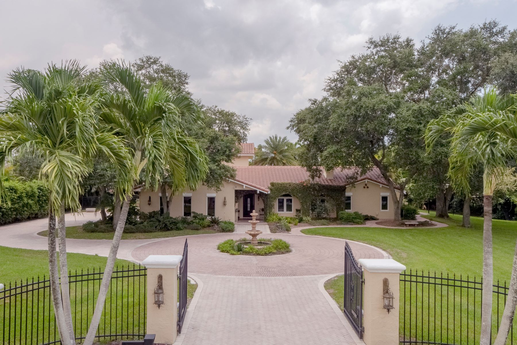 Single Family Homes 为 销售 在 3240 Sw 117th Ave 戴维, 佛罗里达州 33330 美国