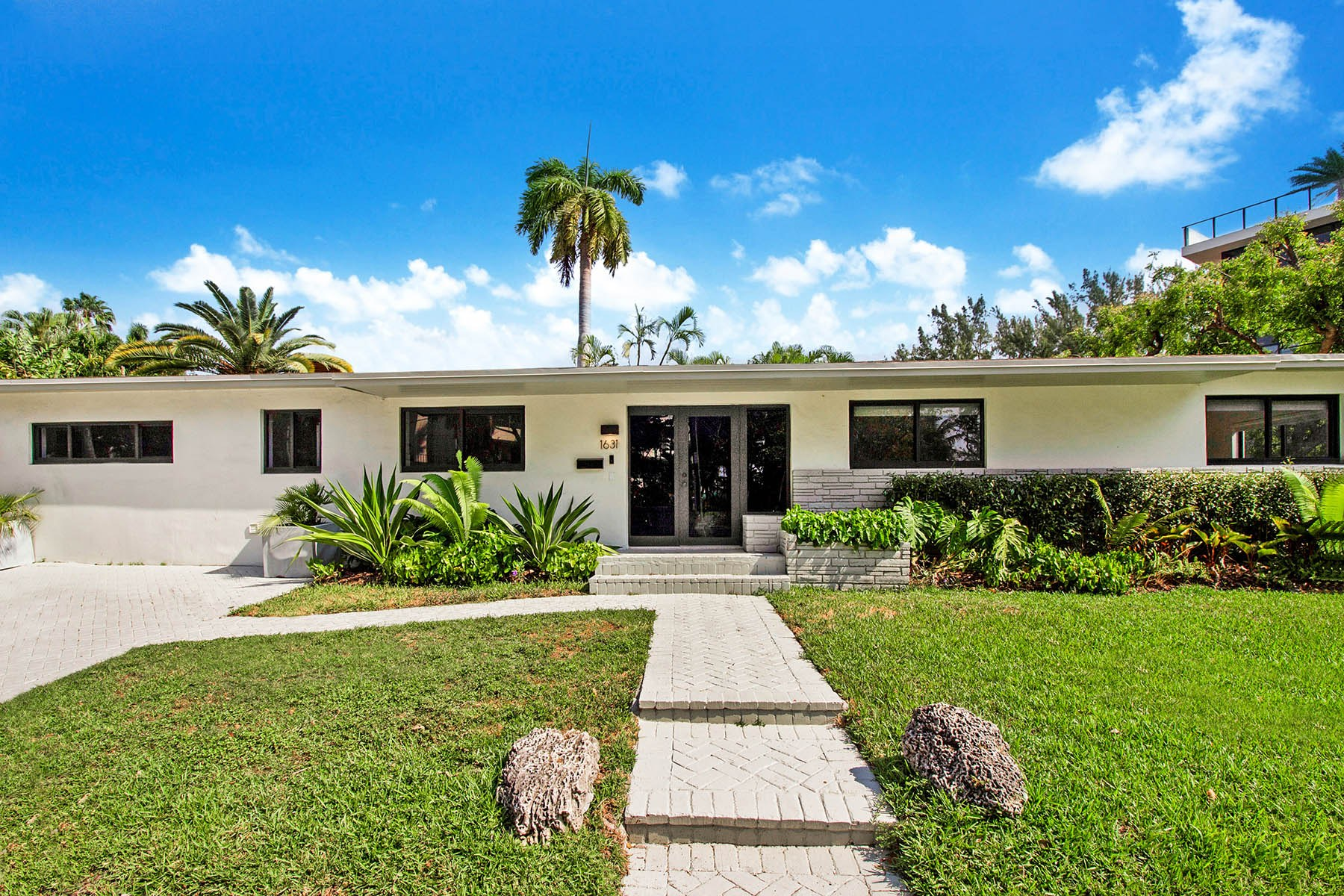 Single Family Homes 为 销售 在 1631 S Bayshore Court, Coconut Grove, FL 1631 S Bayshore Court 椰树林, 佛罗里达州 33133 美国