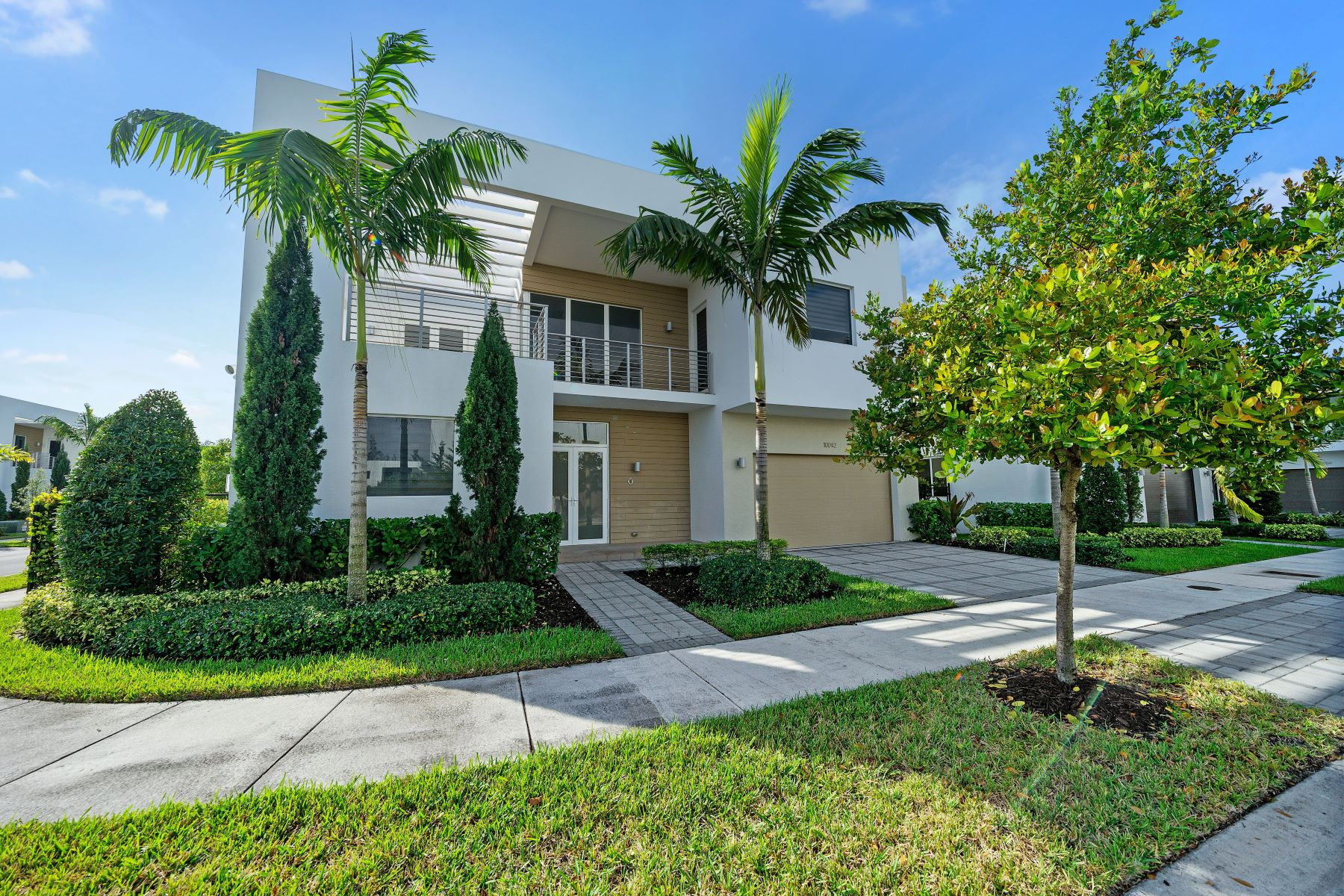 Single Family Homes for Active at 10042 Nw 76th Ter Doral, Florida 33178 United States