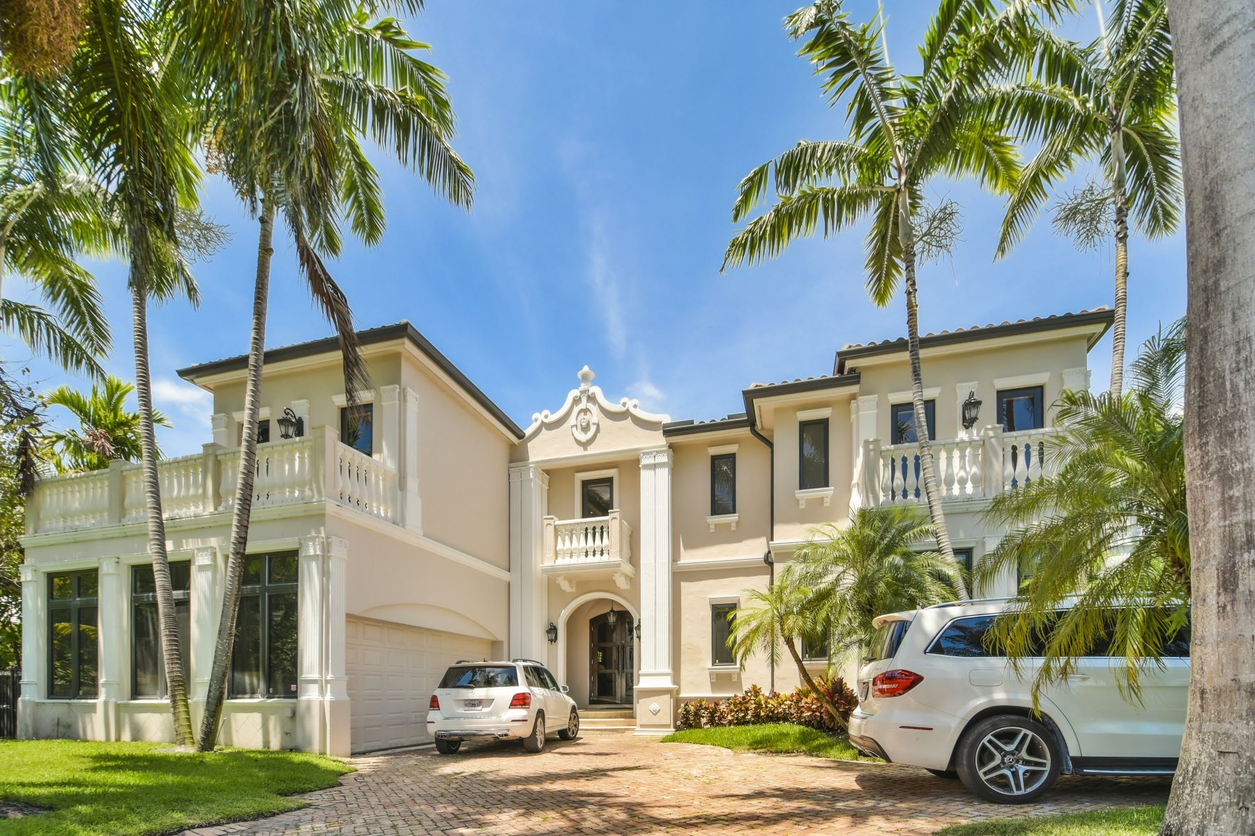 Single Family Homes for Active at 70 Camden Dr Bal Harbour, Florida 33154 United States