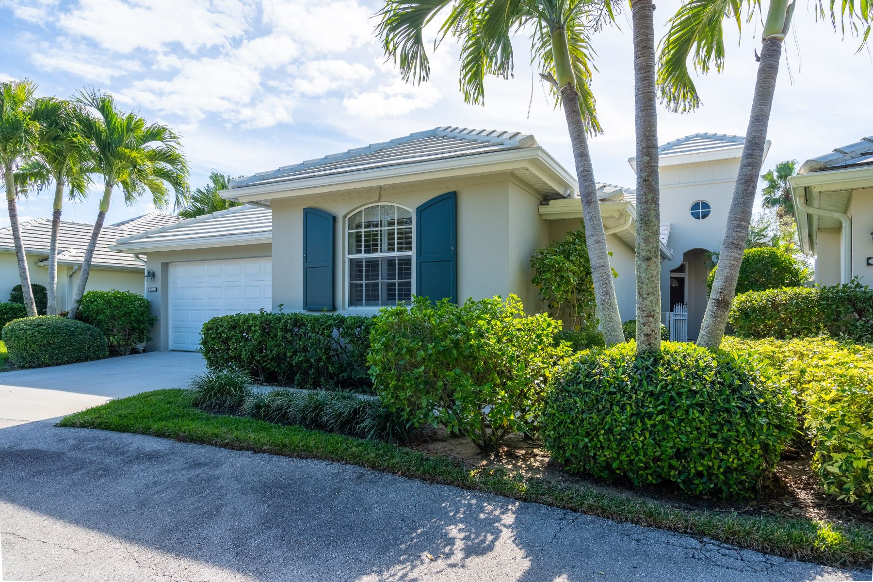Single Family Homes for Sale at 8738 Lakeside Boulevard Vero Beach, Florida 32963 United States