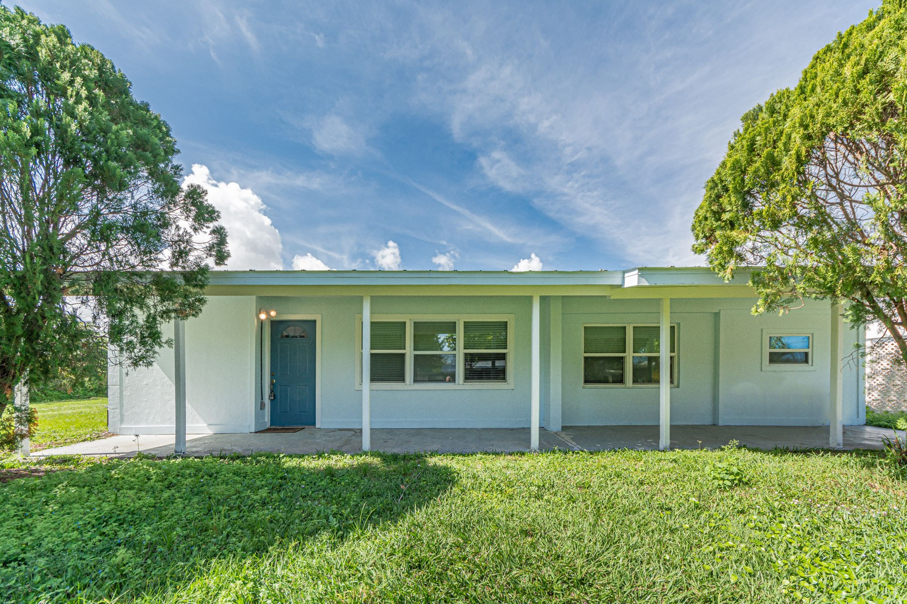 Single Family Homes for Sale at 1411 5th Avenue, Vero Beach, FL 1411 5th Avenue Vero Beach, Florida 32960 United States