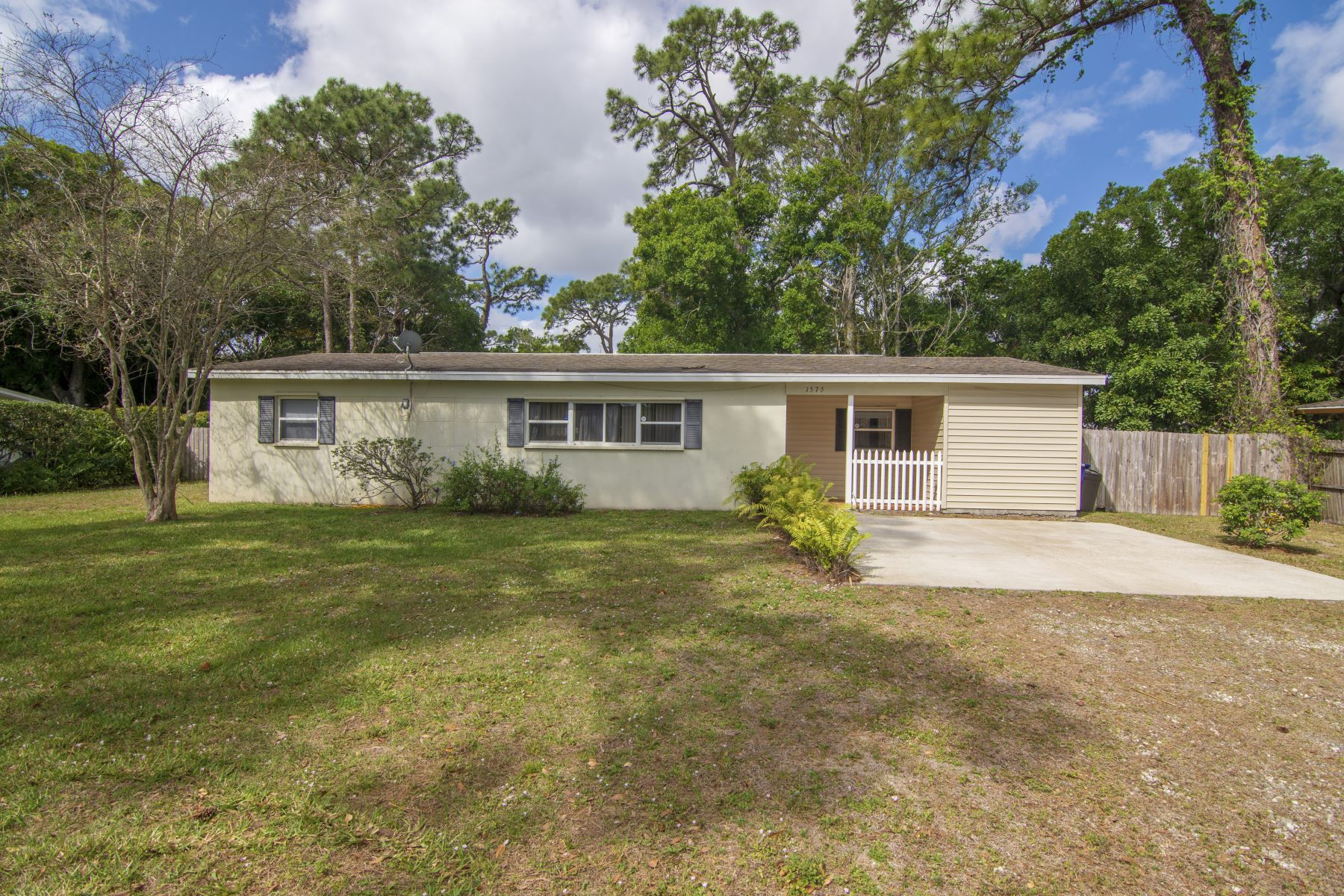 Single Family Homes 为 销售 在 1575 31st Avenue 维罗海滩, 佛罗里达州 32960 美国