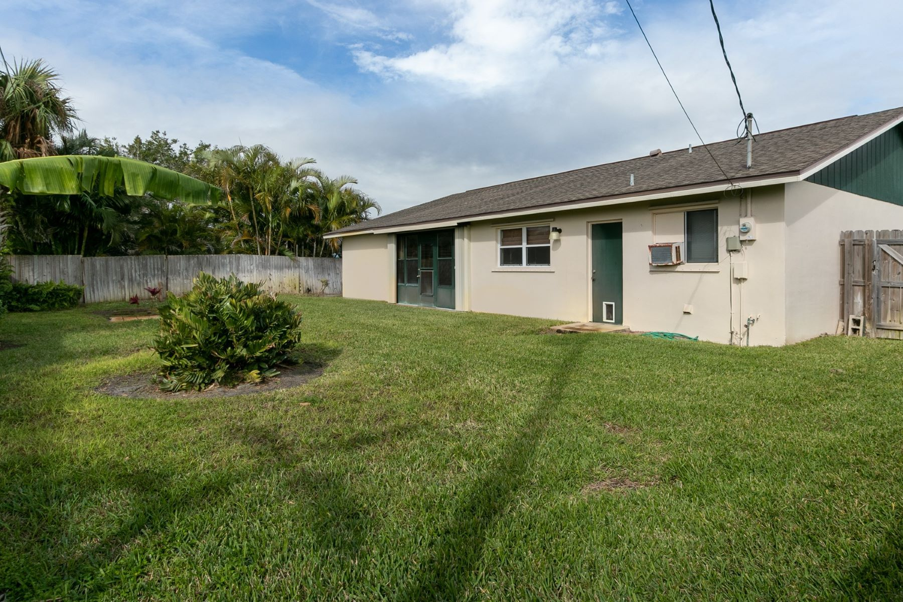 Additional photo for property listing at 3282 E Eastman Ne Avenue 3282 E Eastman Avenue Ne Palm Bay, Florida 32905 Verenigde Staten