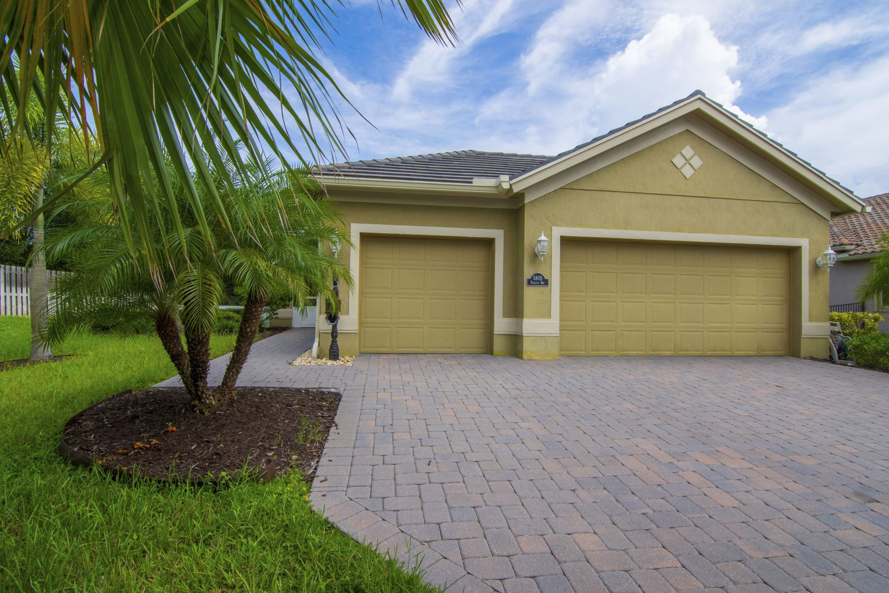 Single Family Homes for Sale at 5805 Venetto Way, Vero Beach, FL 5805 Venetto Way Vero Beach, Florida 32967 United States