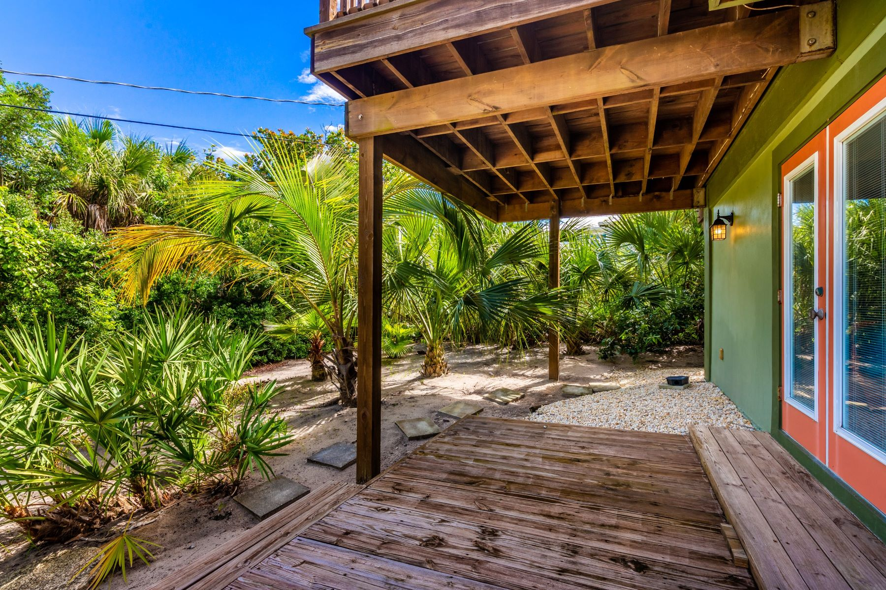 Additional photo for property listing at Tropical Home in Tranquil & Quiet Setting 1830 E Cayman Road Vero Beach, Florida 32963 United States