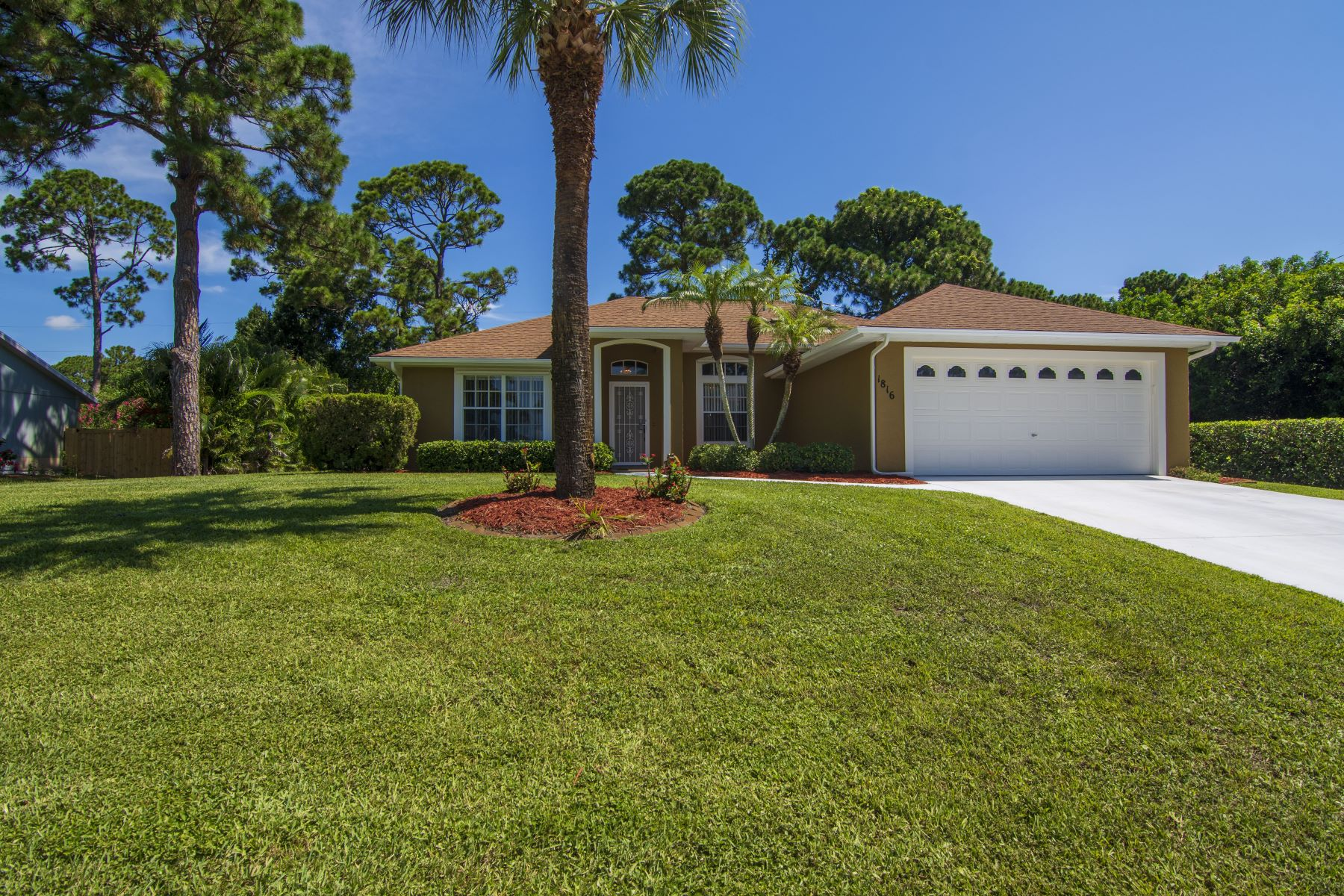Single Family Homes for Sale at 1816 17th Place Sw, Vero Beach, FL 1816 17th Place Sw Vero Beach, Florida 32962 United States