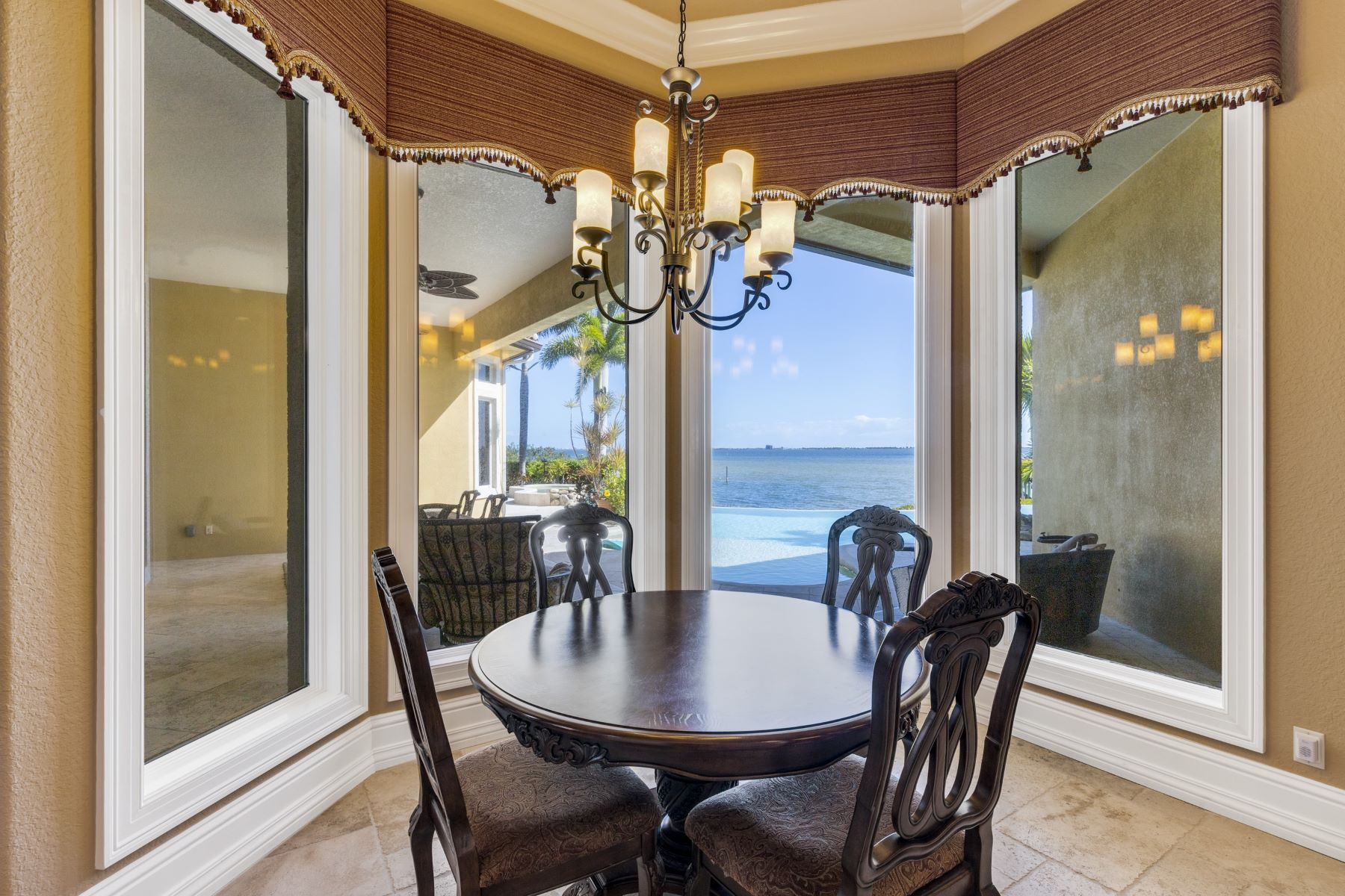 Additional photo for property listing at 8140 S Tropical Trail Merritt Island, Florida 32952 Verenigde Staten