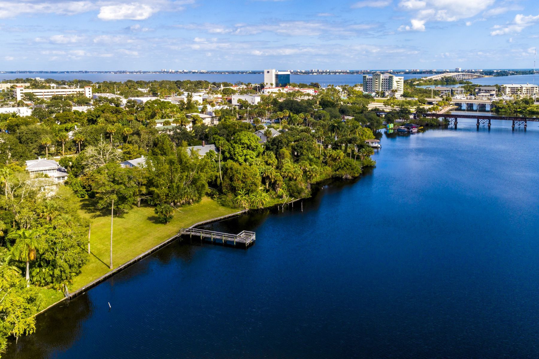 Two Waterfront Properties Being Sold Together! 819-823 E Melbourne Avenue Melbourne, Florida 32901 Hoa Kỳ