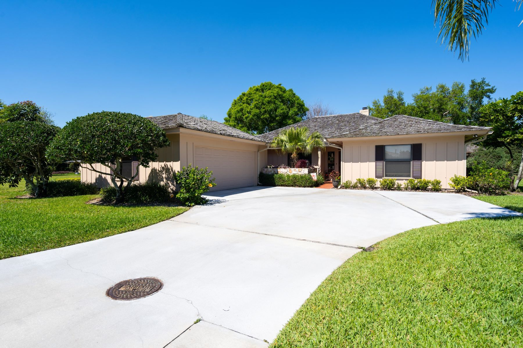 Single Family Homes for Sale at 131 Prestwick Circle Vero Beach, Florida 32967 United States