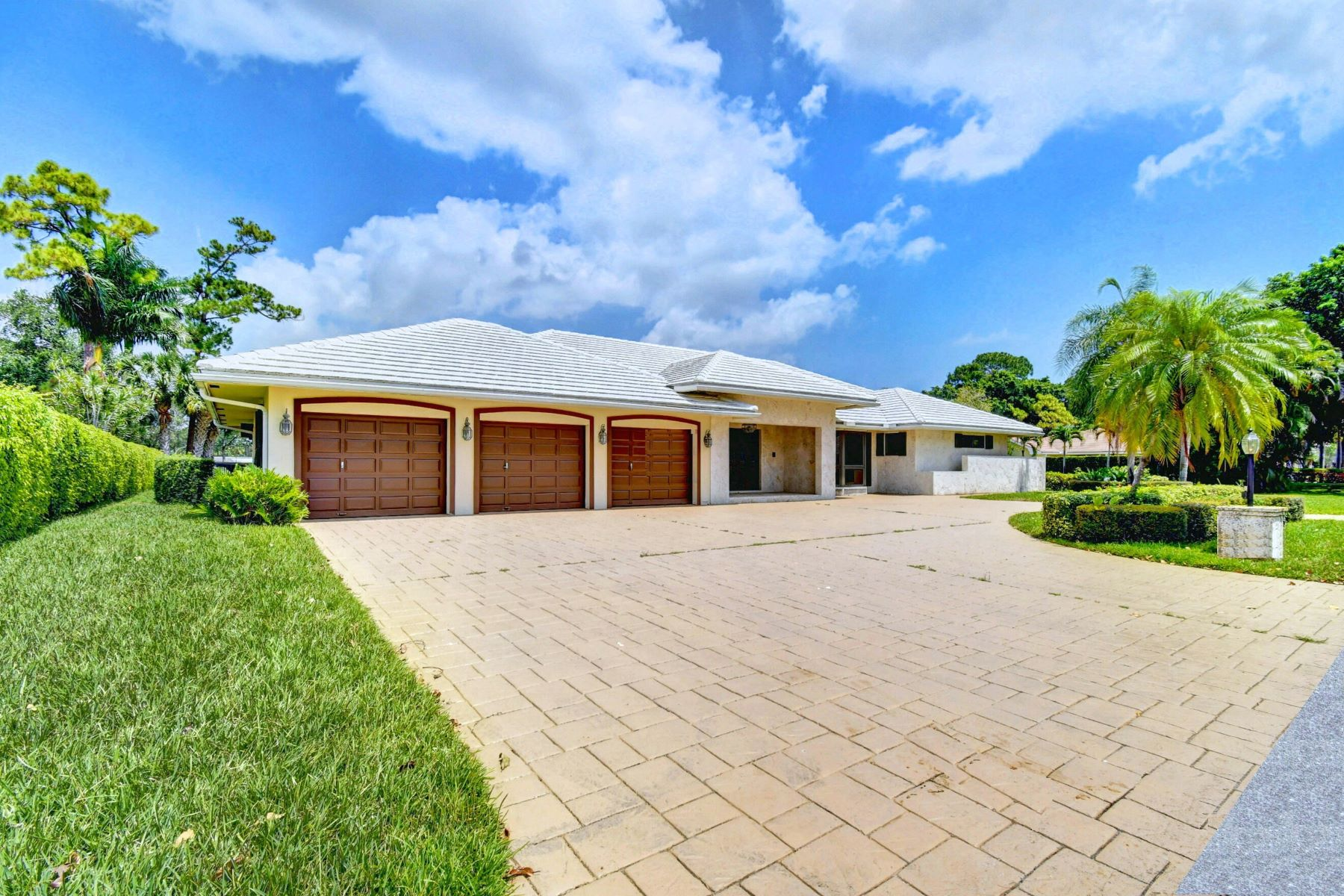 Single Family Homes for Active at 4567 S Lake Drive, Boynton Beach, FL 4567 S Lake Drive Boynton Beach, Florida 33436 United States
