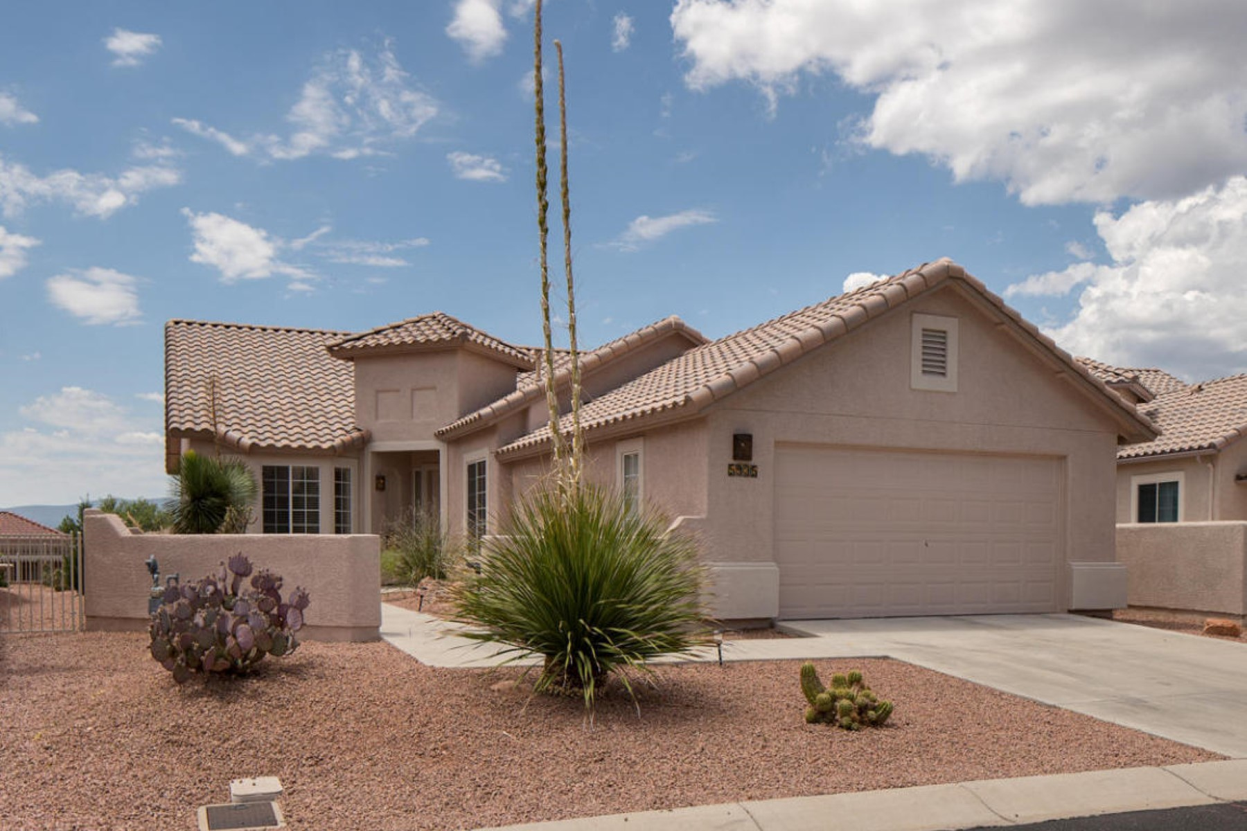 Single Family Home for Sale at Lovely home with breathtaking views. 5935 E Tee Time Court Cornville, Arizona 86325 United States