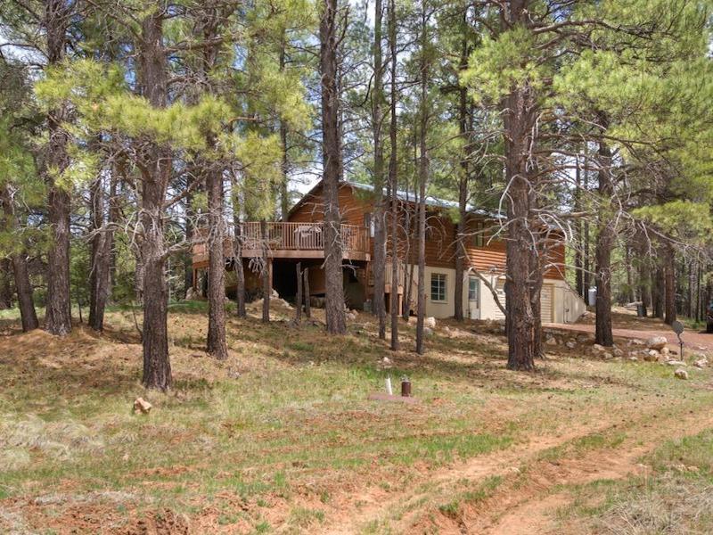 Maison unifamiliale pour l Vente à Private Two Acre Setting 5417 Big Game Flagstaff, Arizona 86001 États-Unis
