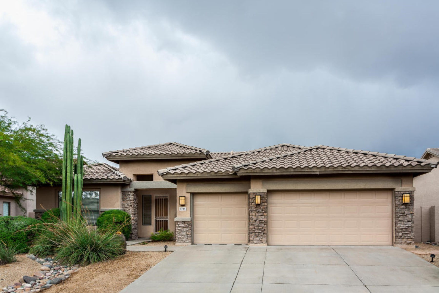 Single Family Home for Sale at In the intimate enclave of The Estates at Tatum Highlands 4716 E Spur Dr Cave Creek, Arizona 85331 United States