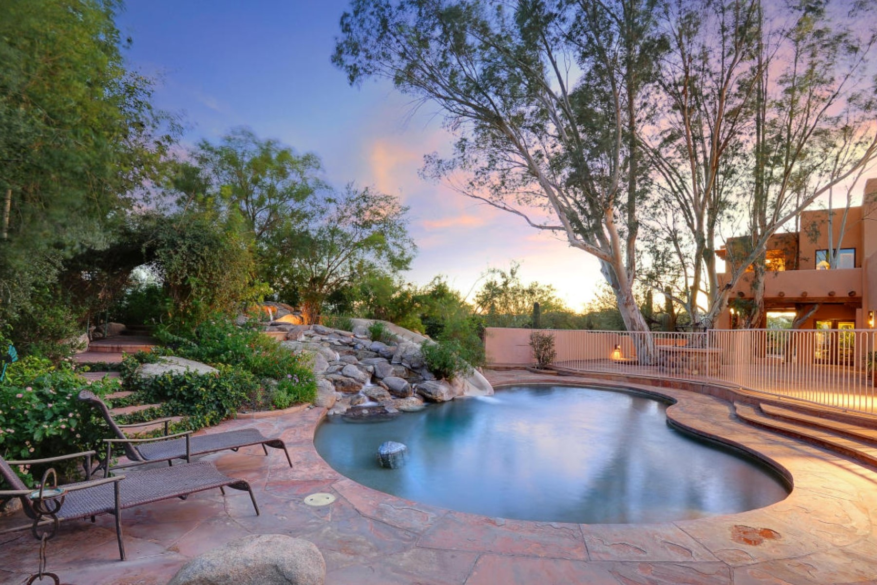 Maison unifamiliale pour l Vente à Custom Southwest Home That Feels Like A Resort Tucson, Arizona 85704 États-Unis