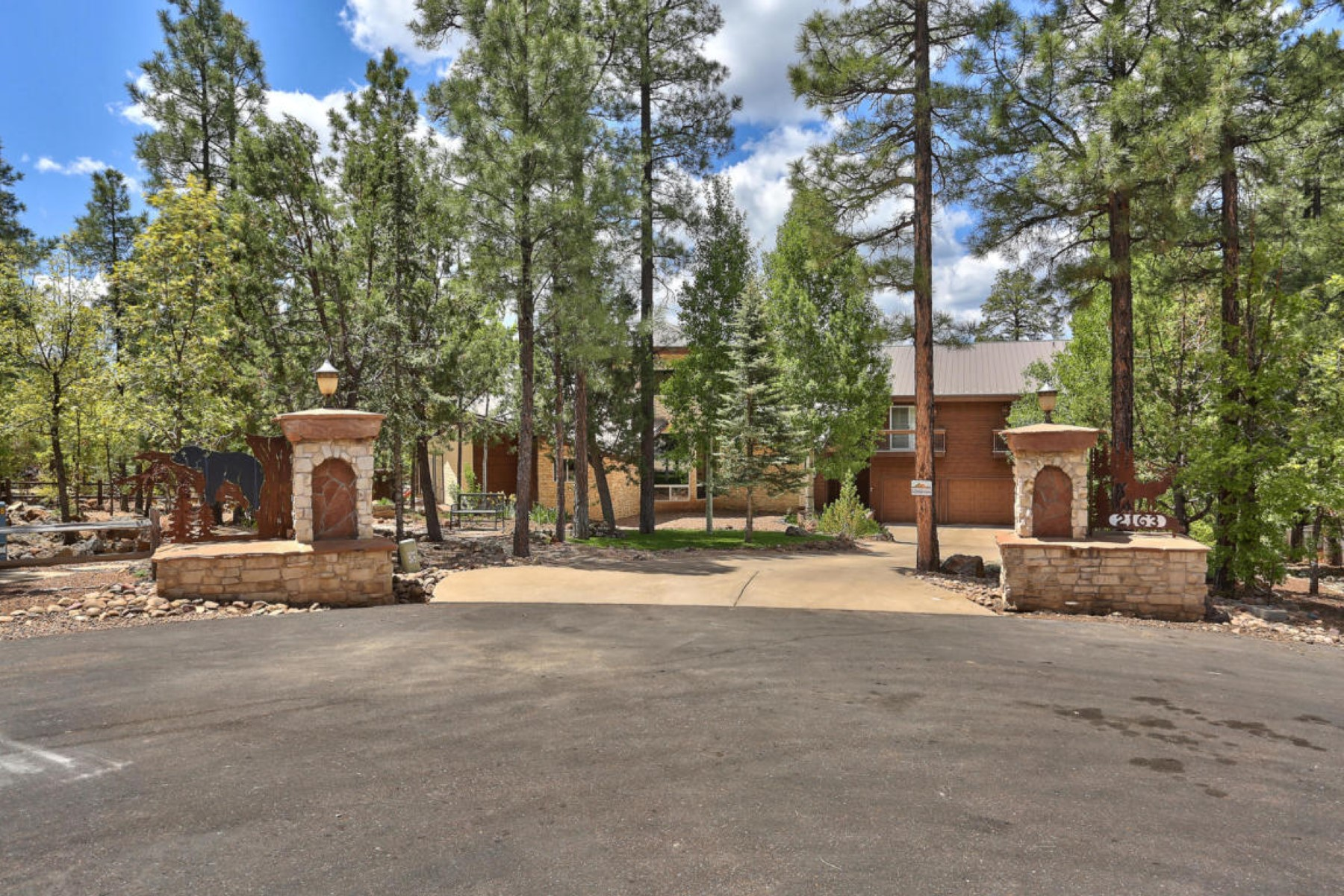 Maison unifamiliale pour l Vente à Spectacular estate conveniently located in gated community of Pineridge 2163 Creekside Court Pinetop, Arizona, 85935 États-Unis