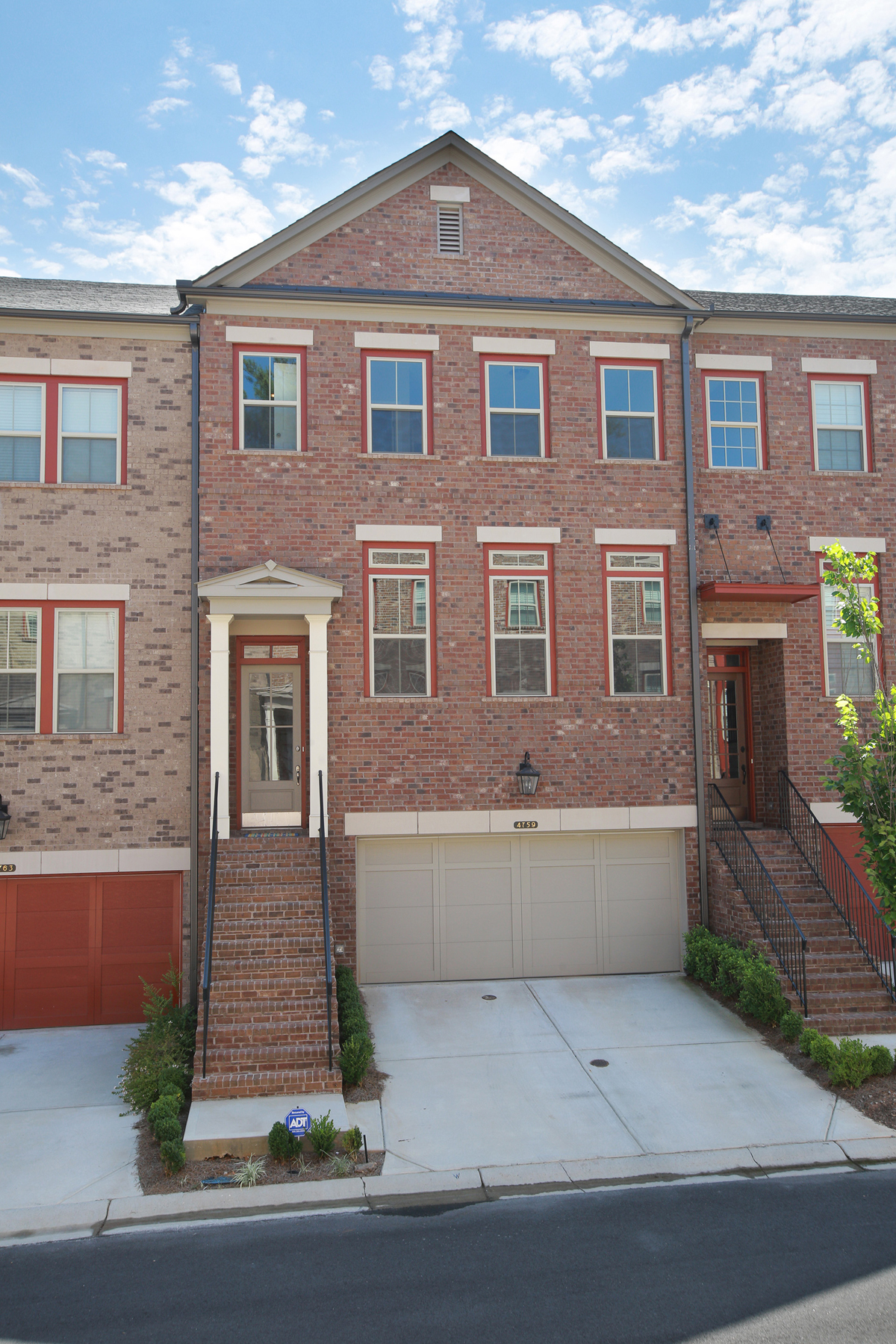 Moradia em banda para Arrendamento às Gorgeous Executive Townhome In Sought After DunwoodyPerimeter Location 4759 Laurel Walk Dunwoody, Geórgia 30338 Estados Unidos