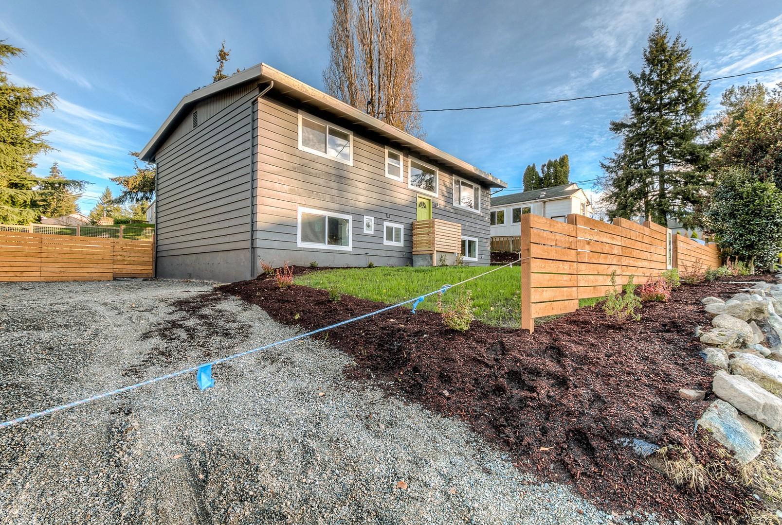Nhà ở một gia đình vì Bán tại 10632 22nd Ave SW, Seattle Seattle, Washington, 98146 Hoa Kỳ