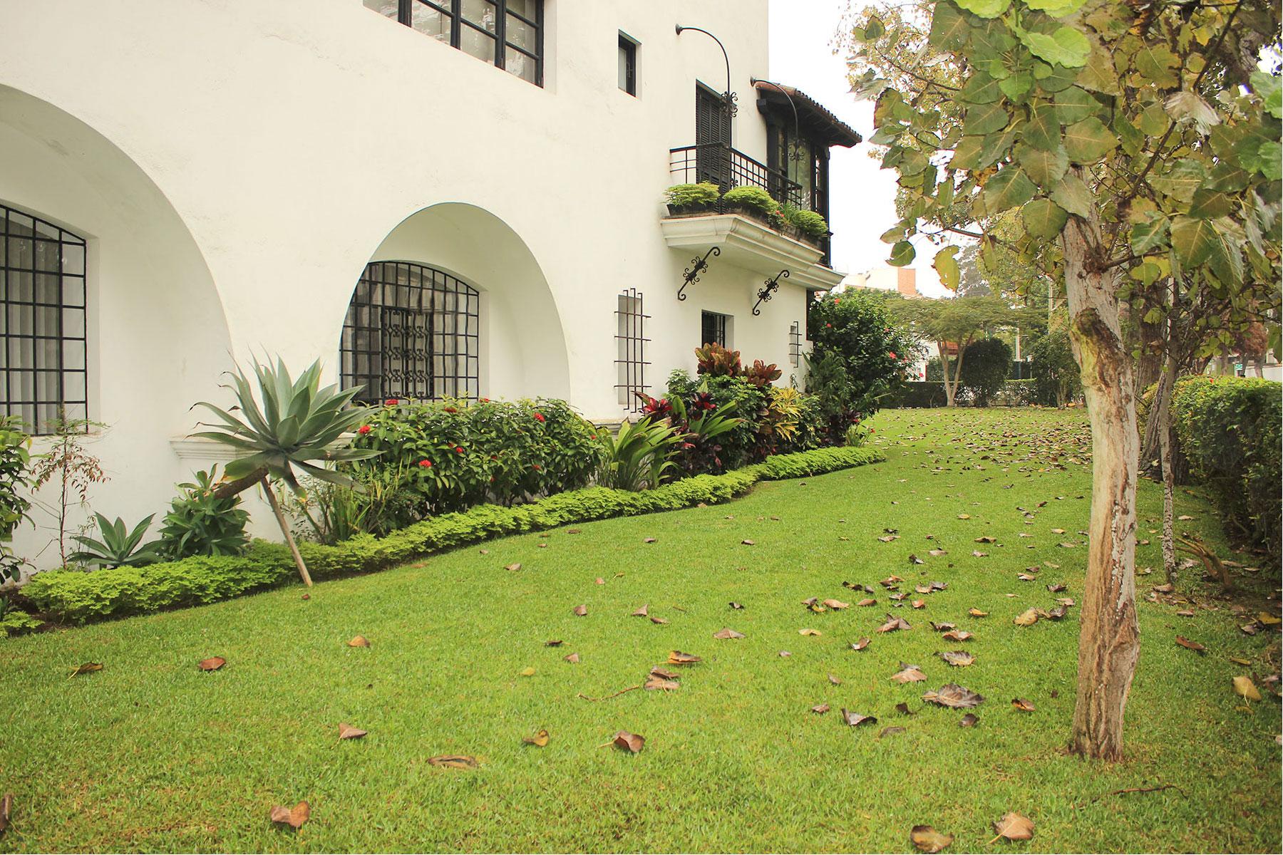 Apartment for Rent at Exclusivo Departamento en Edificio Exclusivo rodeado de jardínes Av. El Rosario San Isidro, Lima, 27 Peru