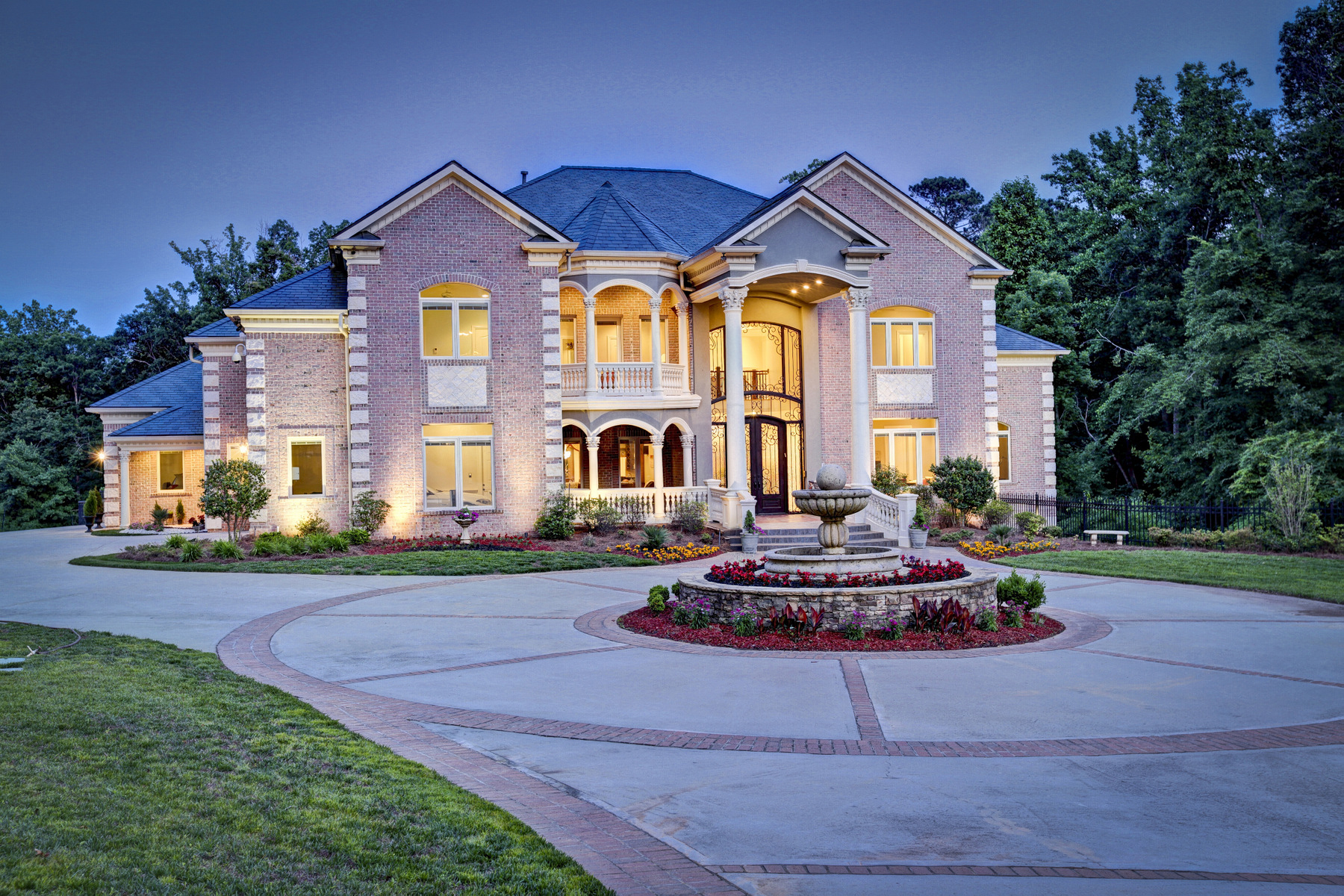 Casa Unifamiliar por un Venta en Stunning Private Estate 1625 Sunnybrook Farm Road Sandy Springs, Georgia, 30350 Estados Unidos